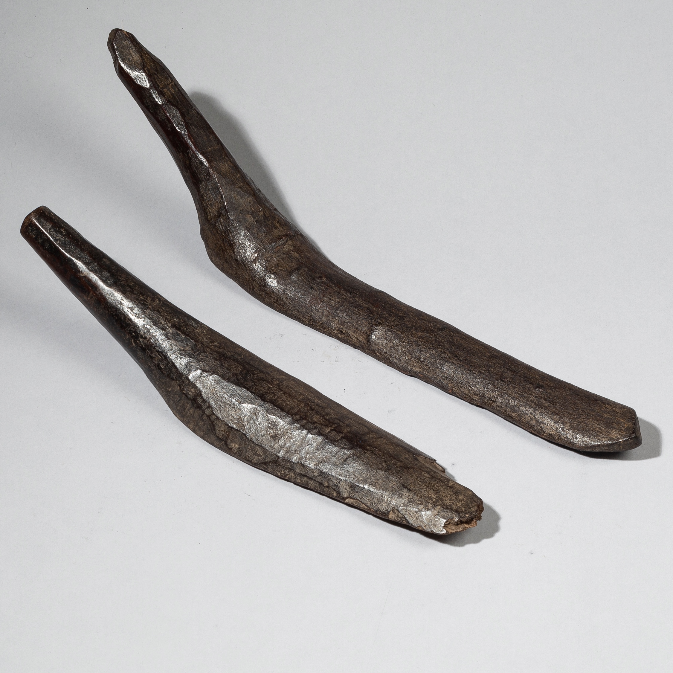 2 ANTHROPOMORPHIC GROUND SMOOTHERS FROM BURKINA FASO W. AFRICA ( No 4404)