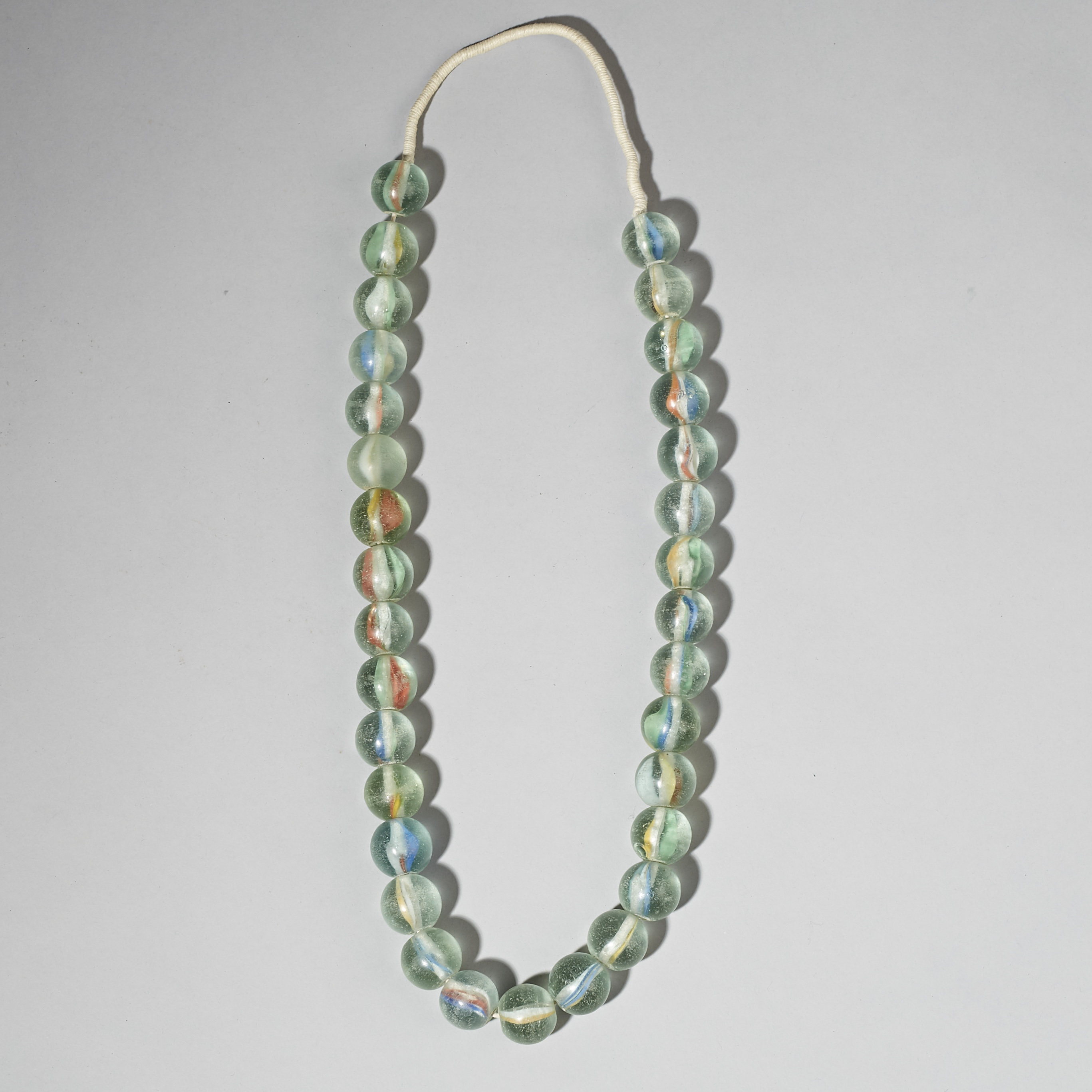 A LARGE PLAYING MARBLE- LIKE BEAD NECKLACE FROM INDONESIA ( No 3085 )