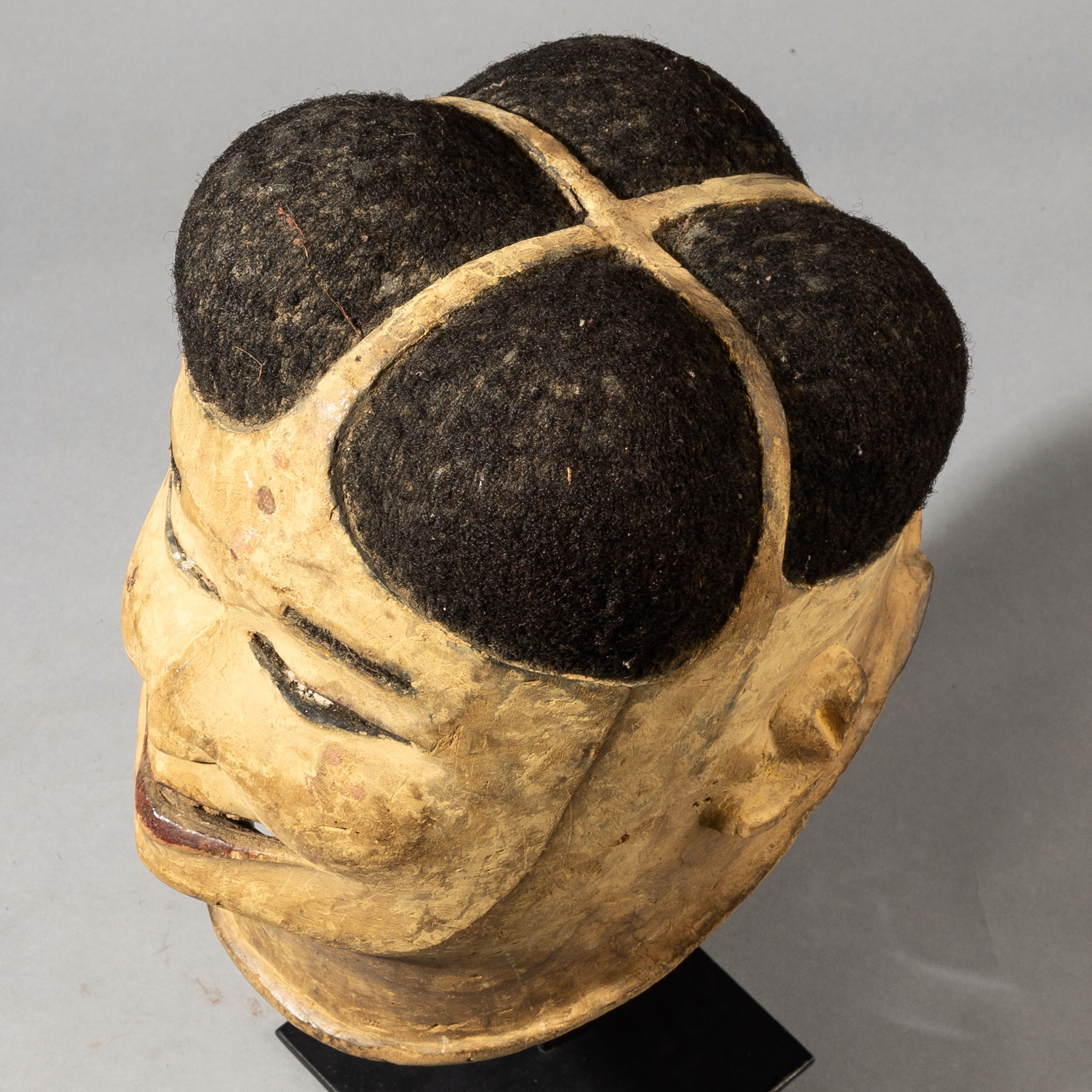 A UNIQUE TRADER MASK, MAKONDE TRIBE OF MOZAMBIQUE ( No 3592 )