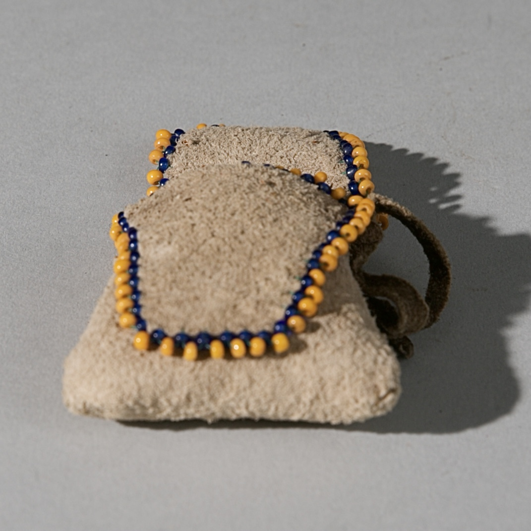 A SAN 'BUSHMAN' PERFUME POUCH WITH HERBS CONTAINED, NAMIBIA, SW AFRICA( No 3933 )