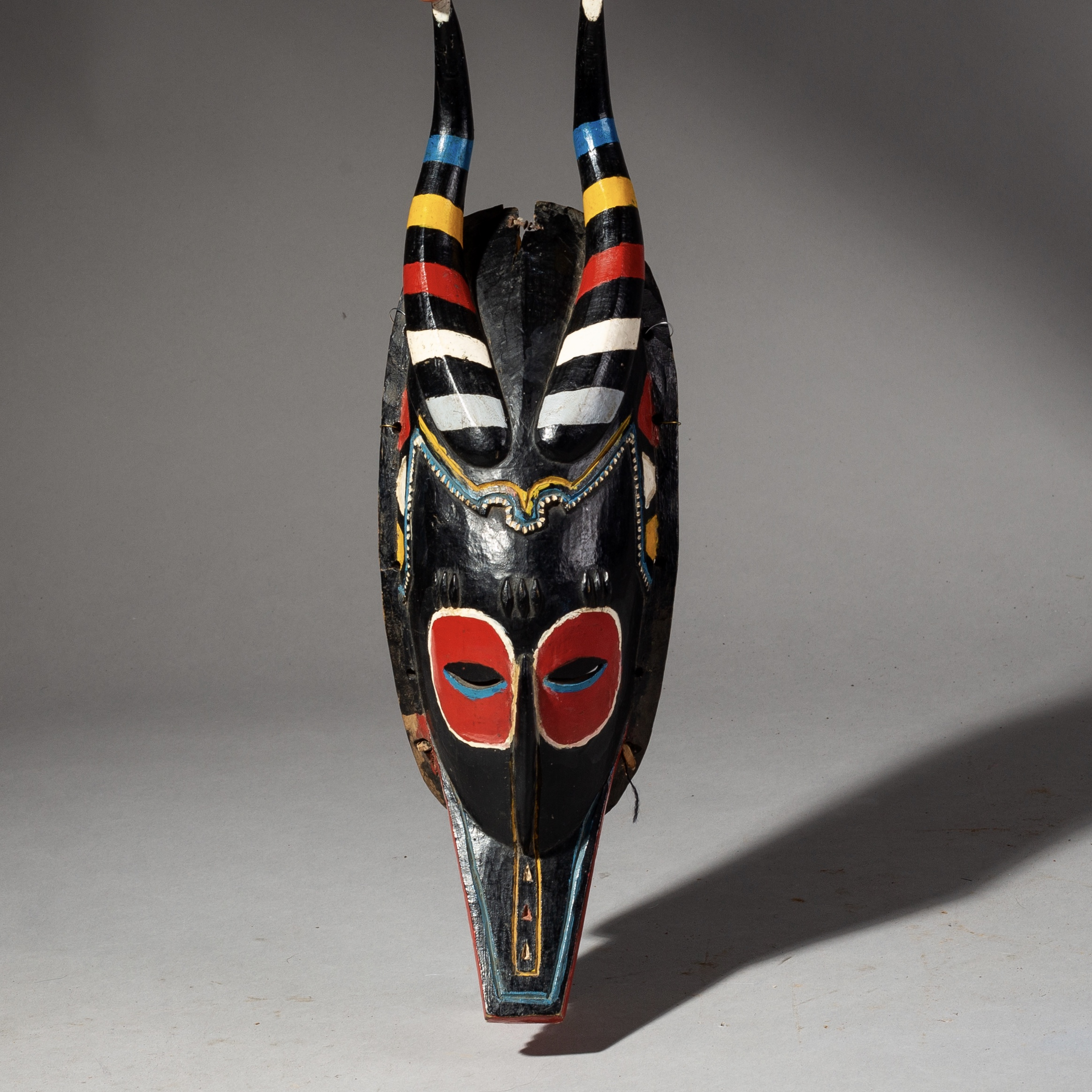 SD A FINE GURO ANTELOPE MASK WITH STRIKING POLYCHROME COLOUR, IVORY COAST ( No 2062 )