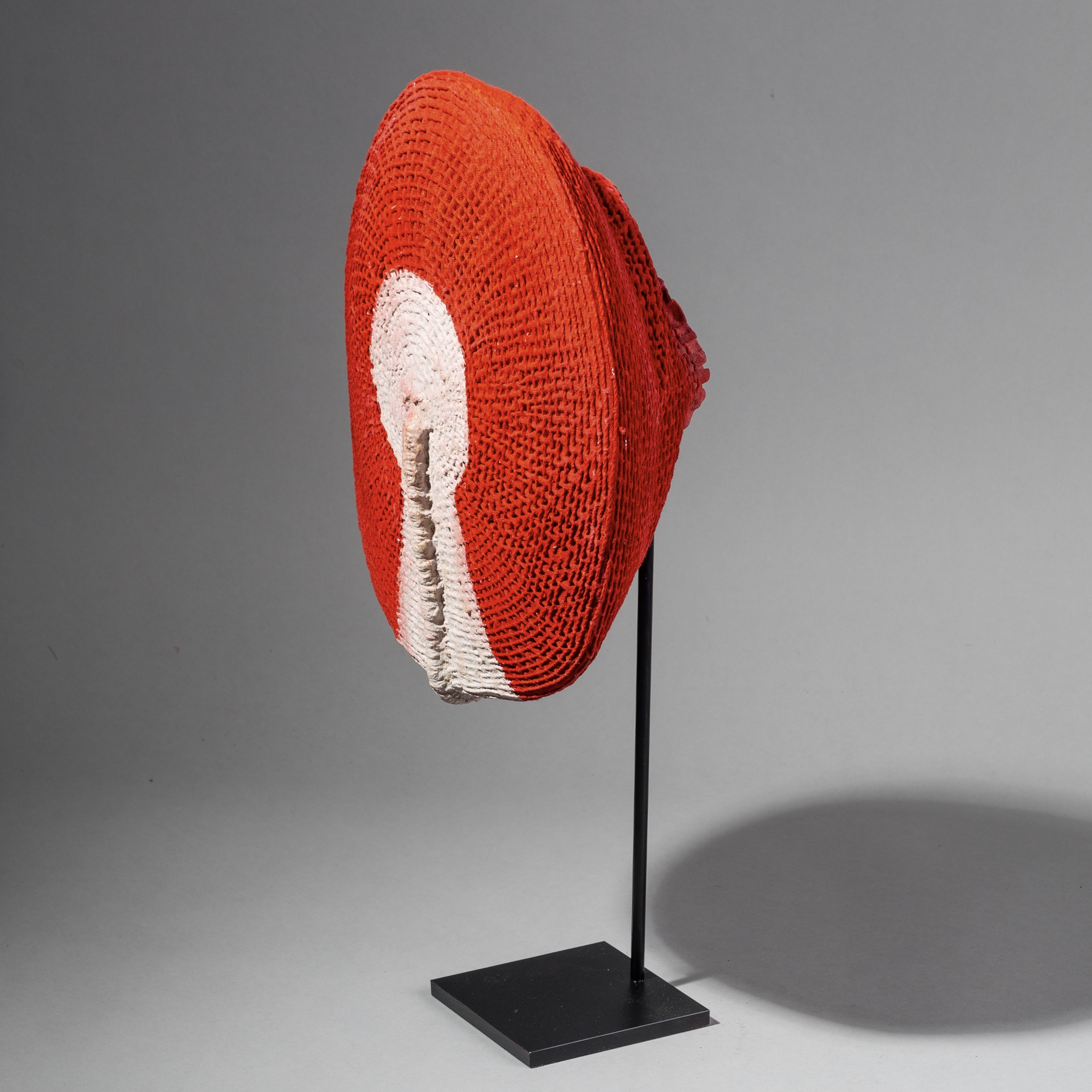 A STRIKING ZULU HAT FROM SOUTH AFRICA ( No 1772 )