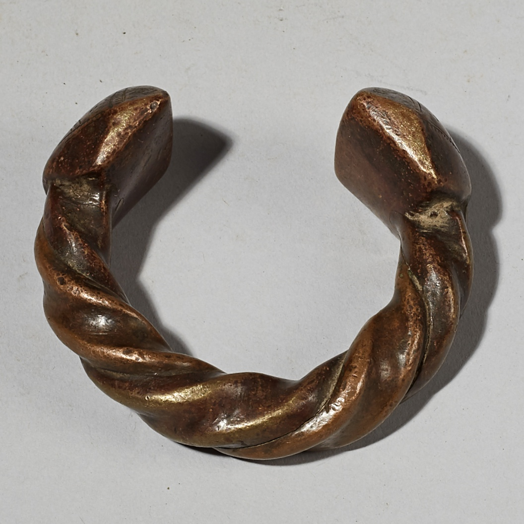 AN IMPACTFUL ANTIQUE FULANI CURRENCY ANKLET, MALI W AFRICA ( No 4100)