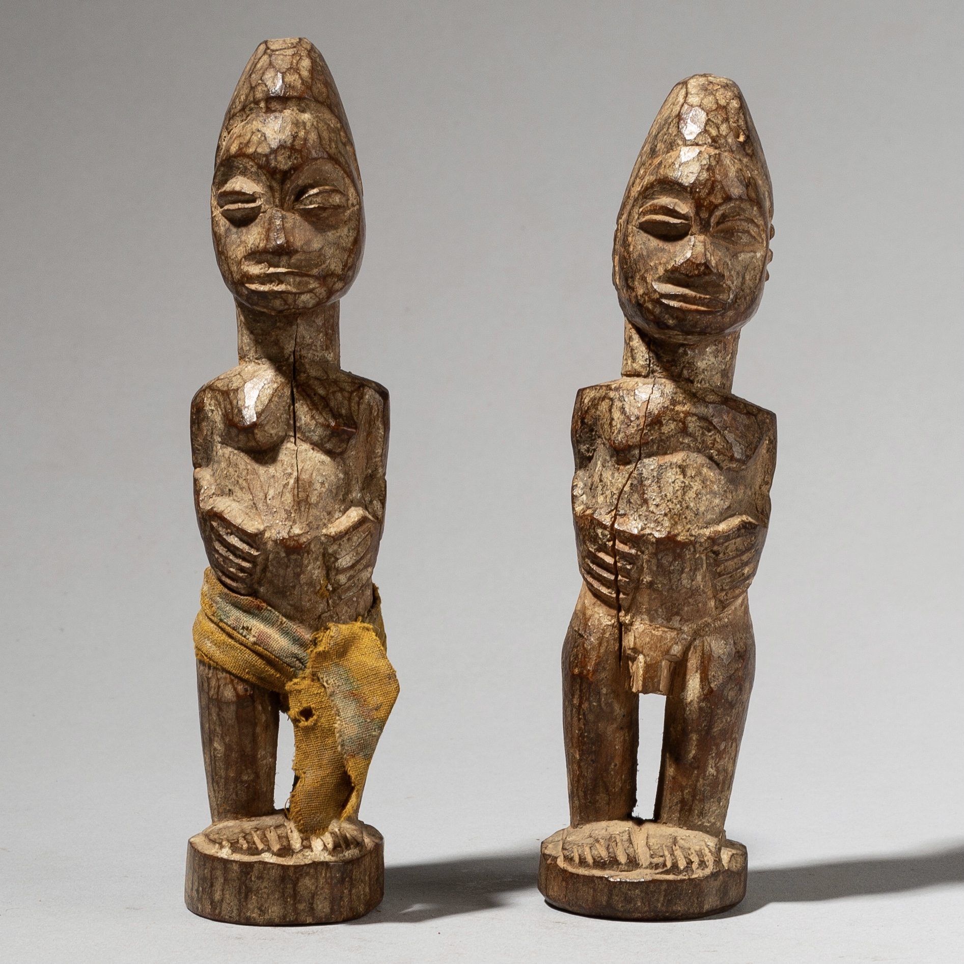 A SMALL PAIR OF BAULE CHARM FIGURES FROM THE IVORY COAST W AFRICA ( No 4080)