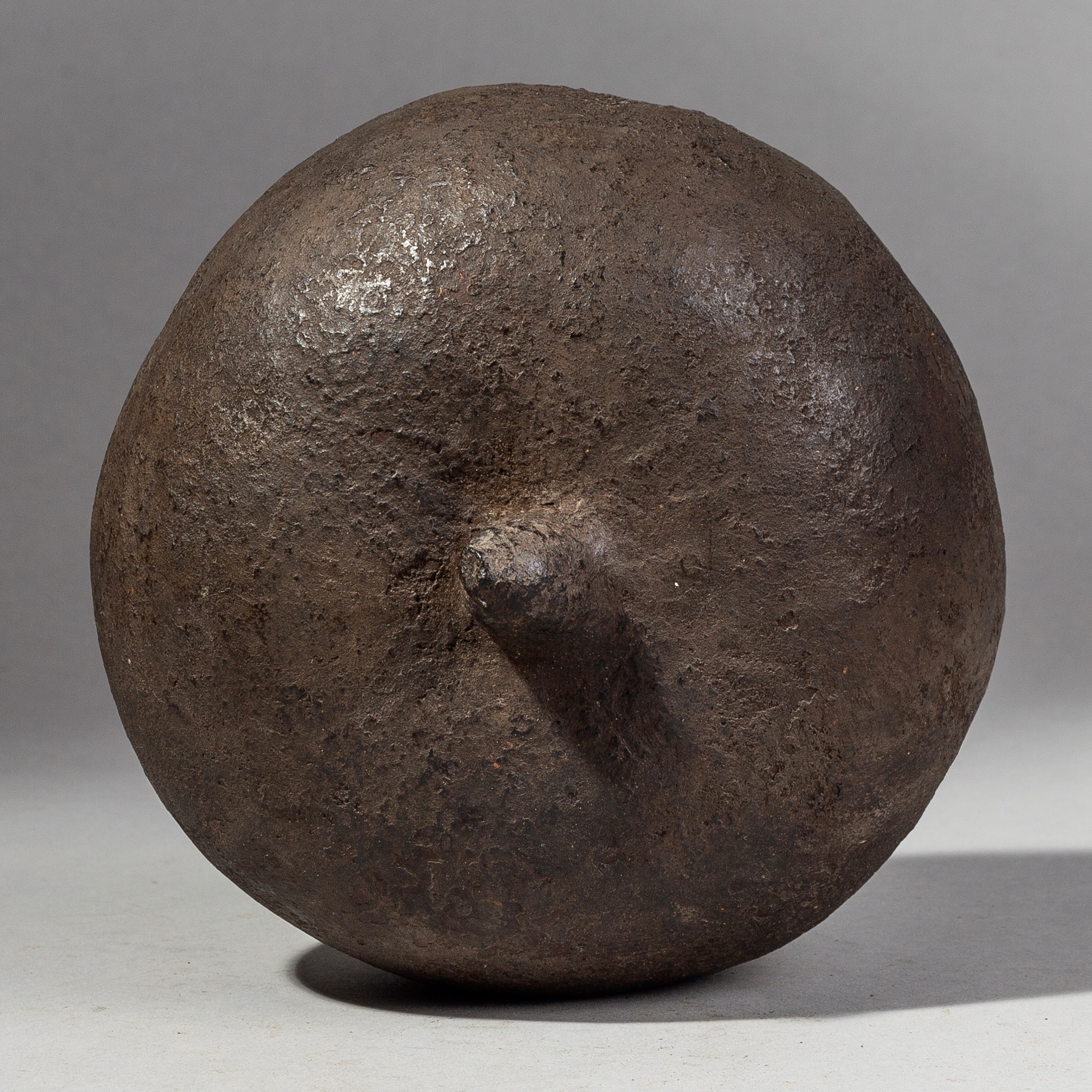 AN UNUSUAL GOURD VESSEL FROM CAMEROON ( No 1890 )