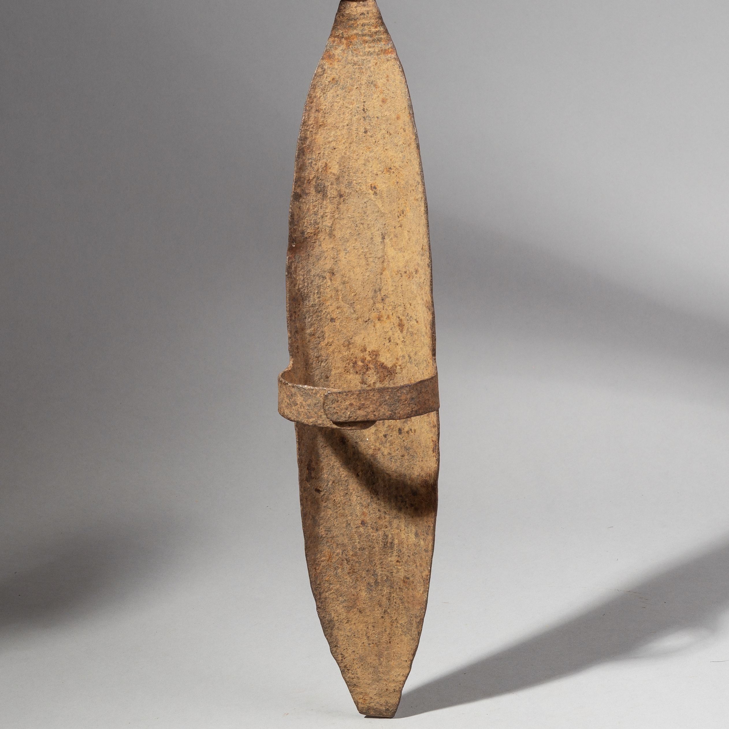 SD A SIMPLE SOMBA IRON PARRYING SHIELD FROM NORTHERN TOGO ( No 1978 )