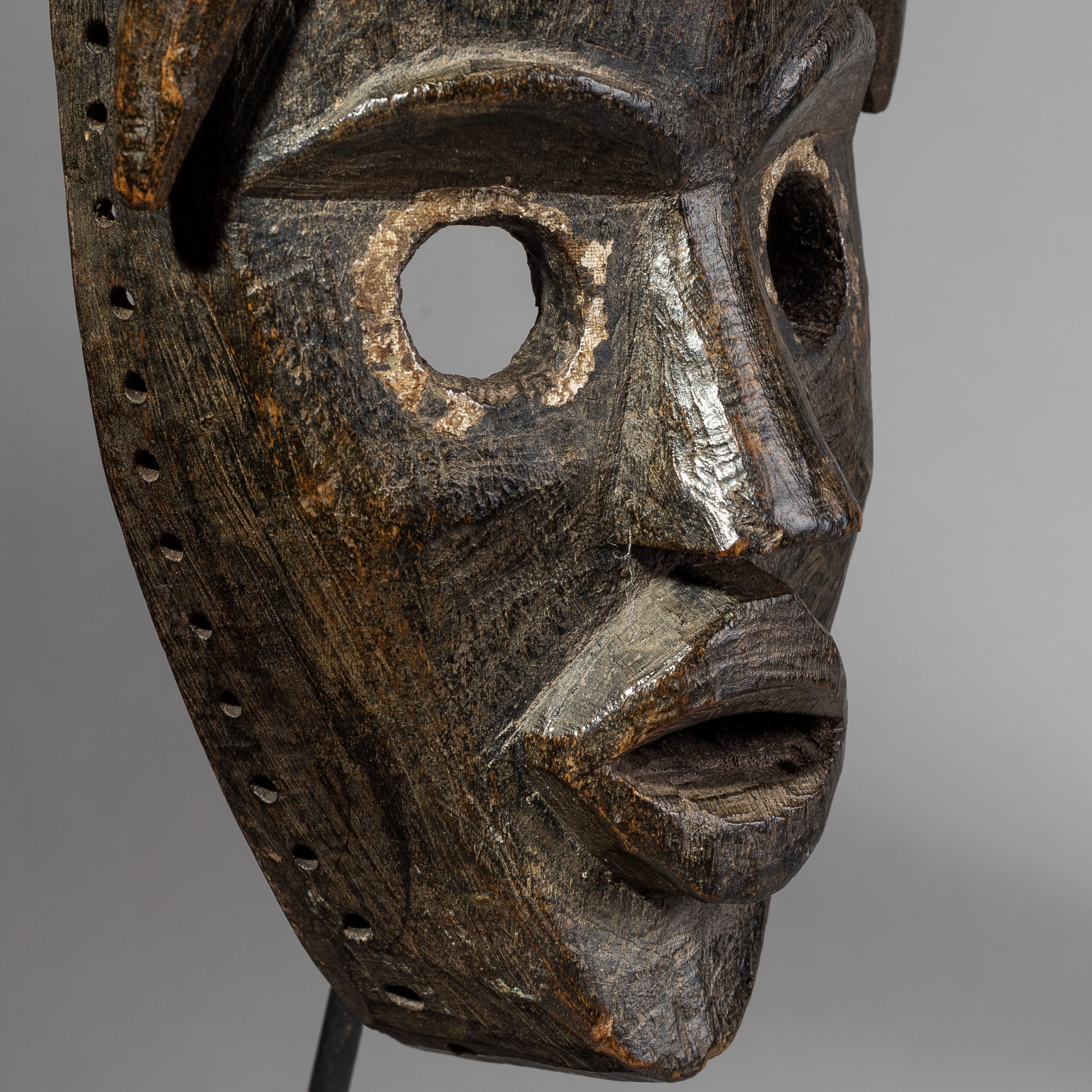 SD AN IMPOSING  DAN MASK FROM THE IVORY COAST ( No 1689 )