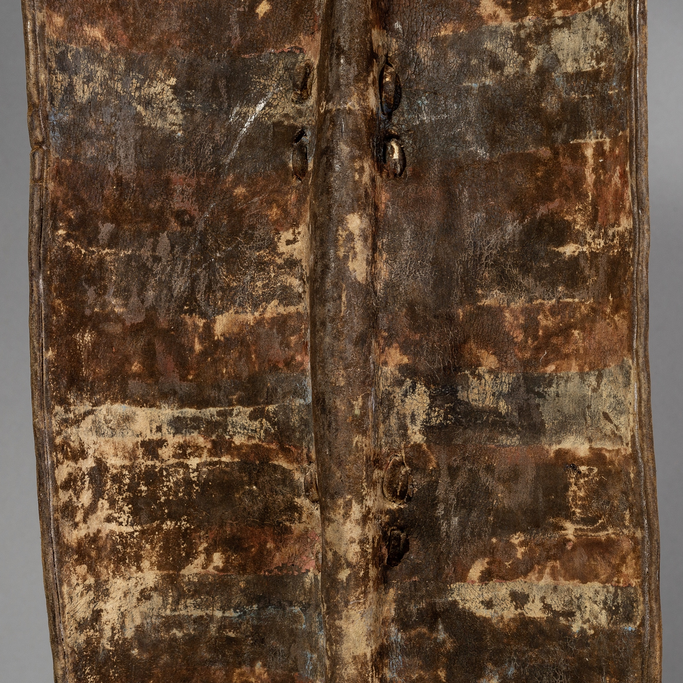 A PIGMENT DECORATED TOPOSA LEATHER SHIELD  No 1623 )