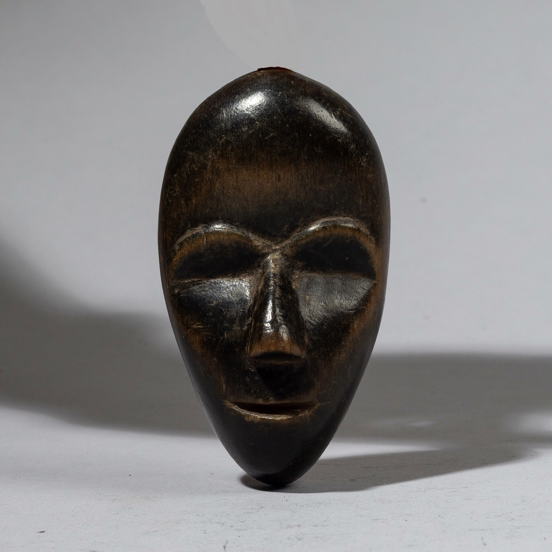 SOLD A SUAVE DAN PASSPORT MASK FROM THE IVORY COAST, W.AFRICA ( No 4463 )