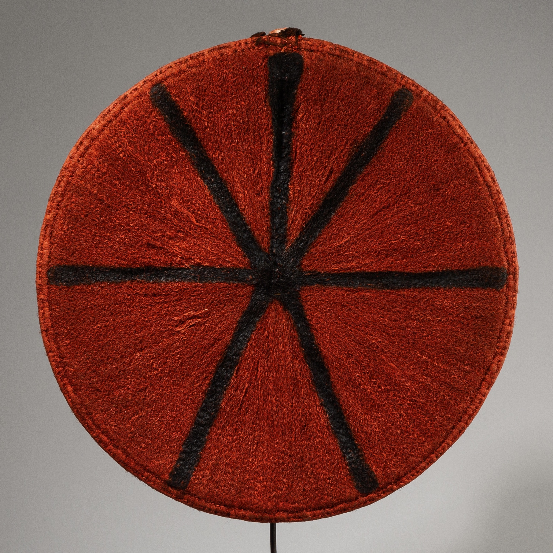 A DYNAMIC RED HAT, ZULU TRIBE SOUTH AFRICA ( No 3880)