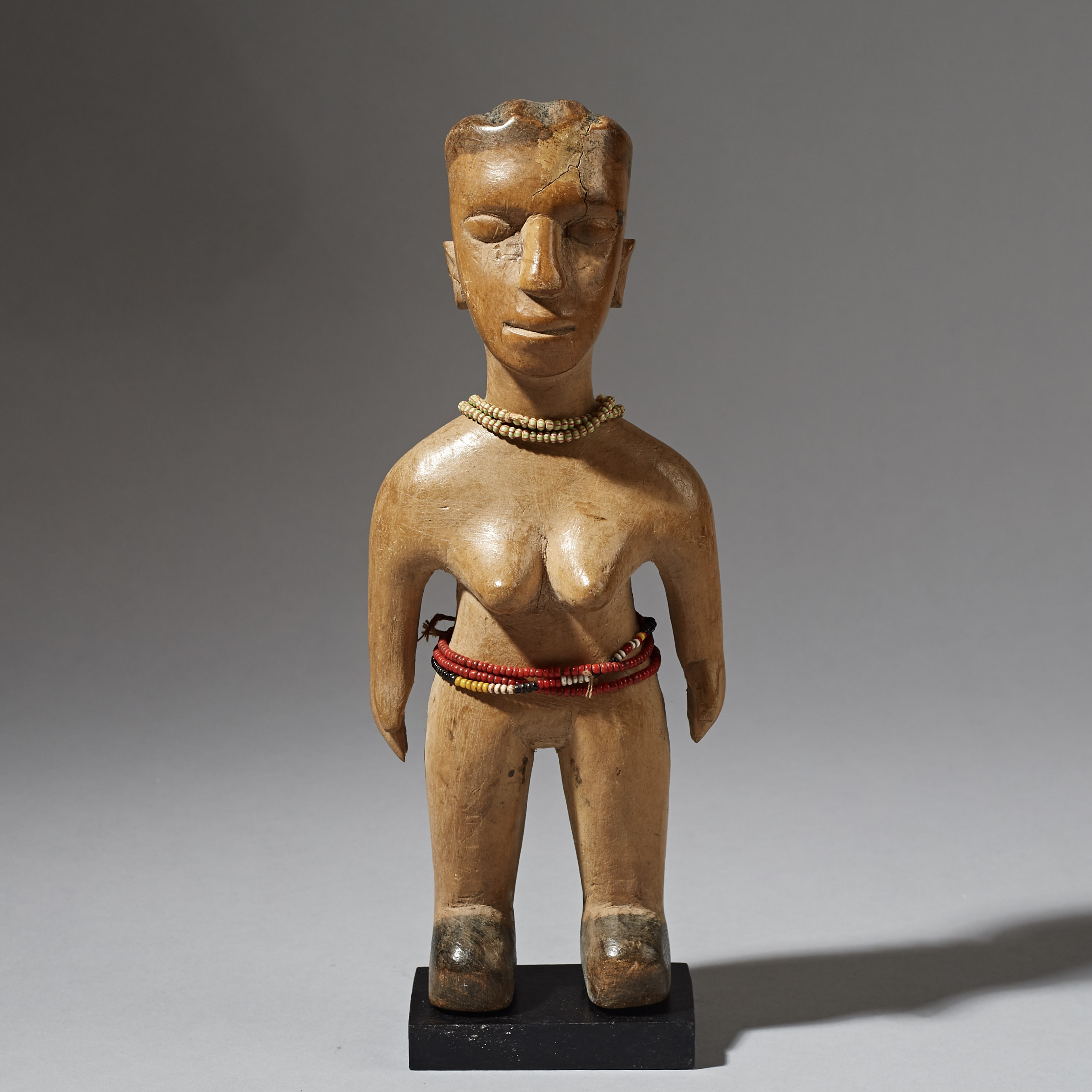 A PRETTY EWE VENAVI DOLL WITH RED GLASS BEAD WAISTBAND, GHANA ( No 3020 )