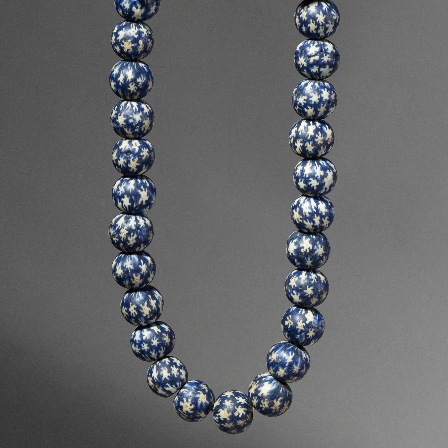 A LARGE STAR DESIGN GLASS BEAD NECKLACE FROM JAVA ( No 2146 )