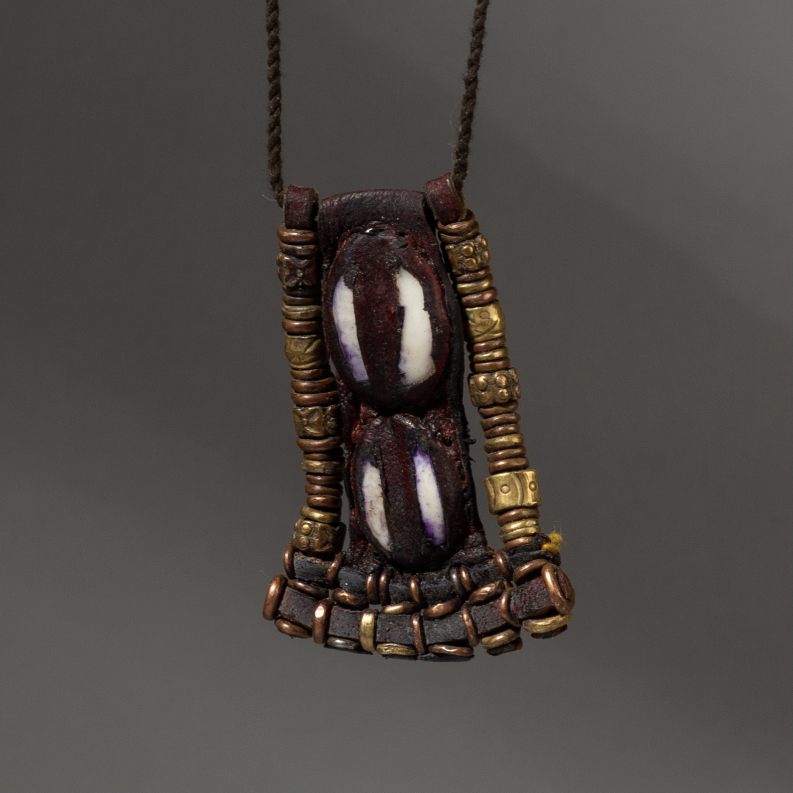 ( Sold timtim ) -WAADABE LEATHER NECKLACE FROM THE SAHARA ( No 3235 )