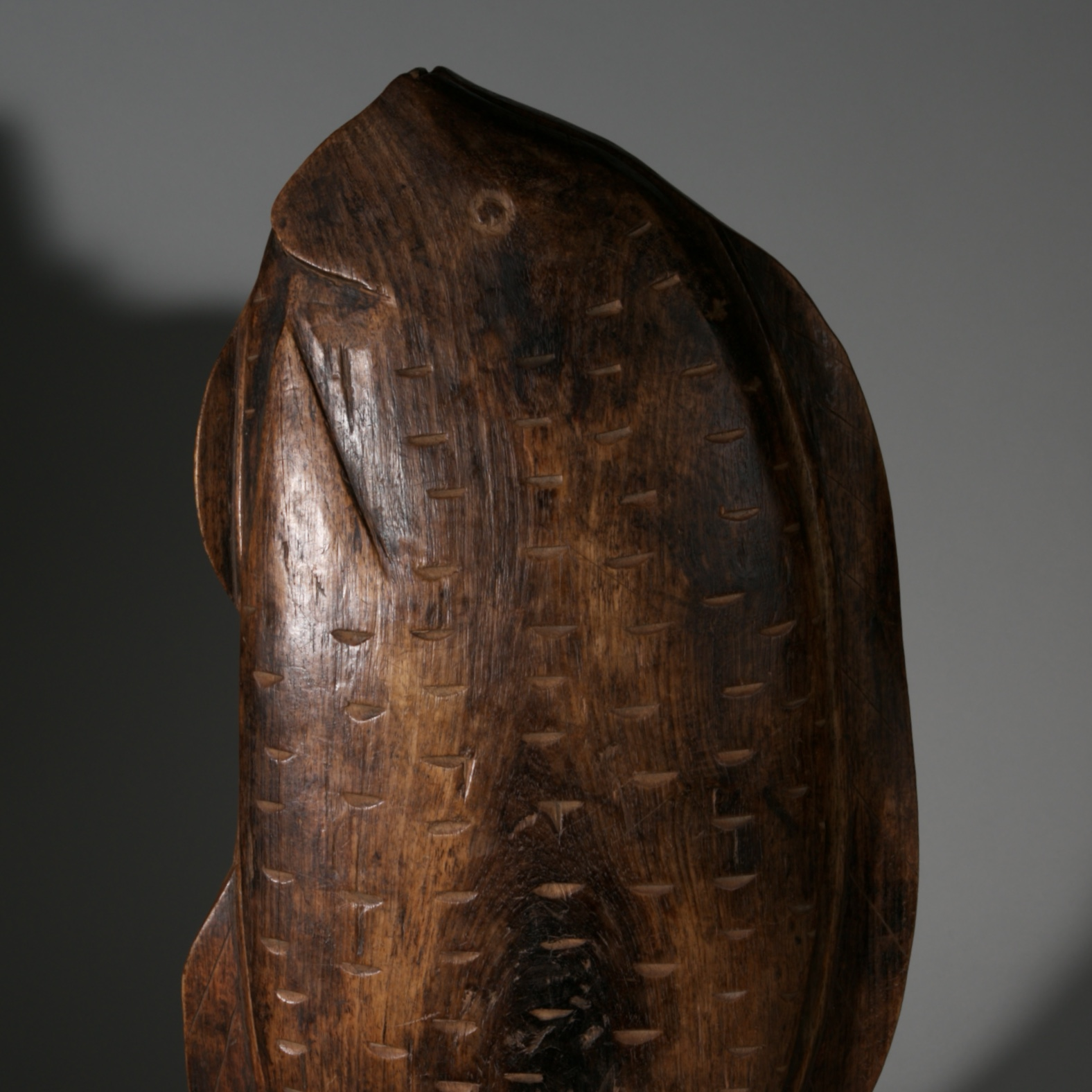 A GIGANTIC FISH SHAPED BOWL WITH LID, LOZI TRIBE ZAMBIA ( No 3977)
