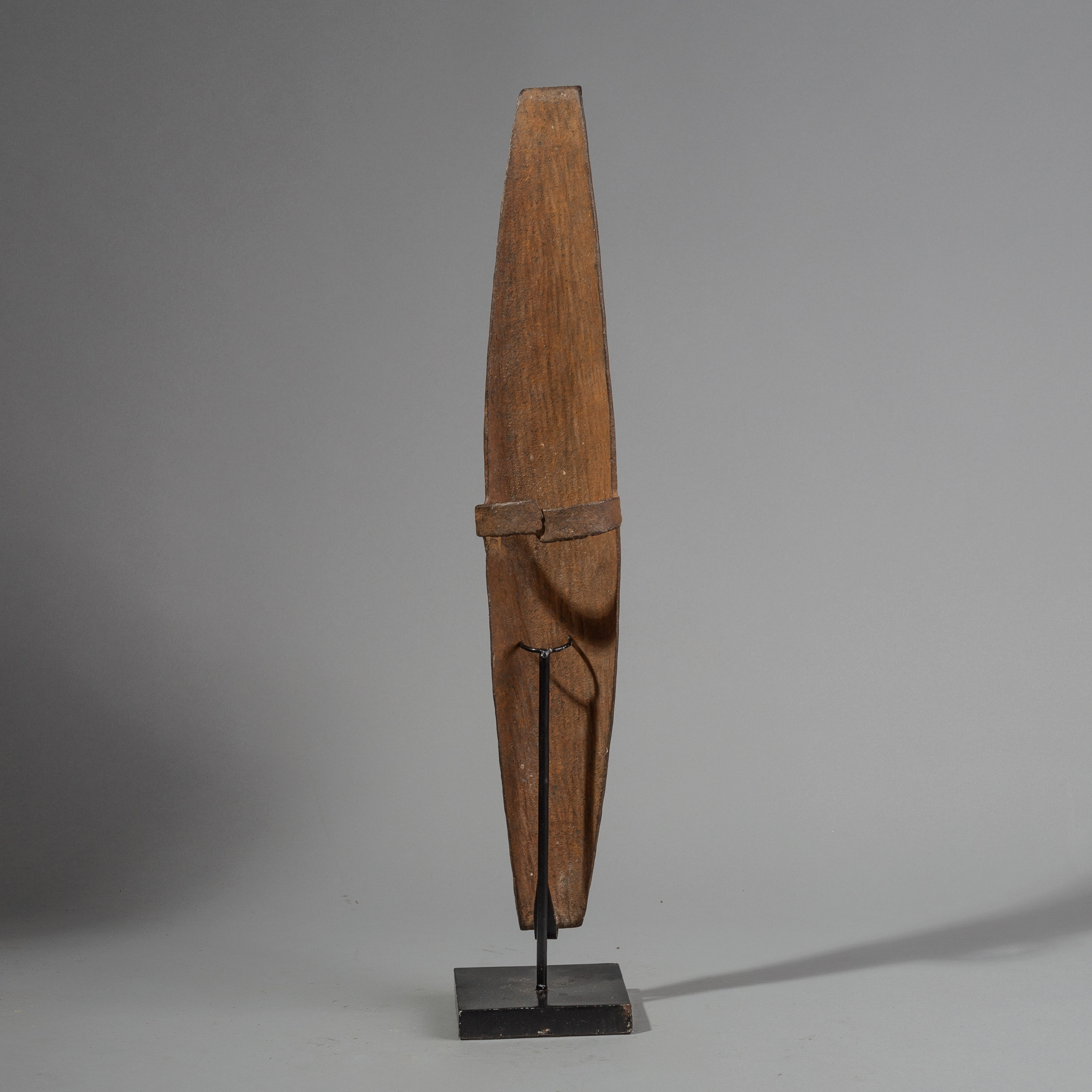 SD A SIMPLE SOMBA IRON PARRYING SHIELD FROM NORTHERN TOGO ( No 1441 )