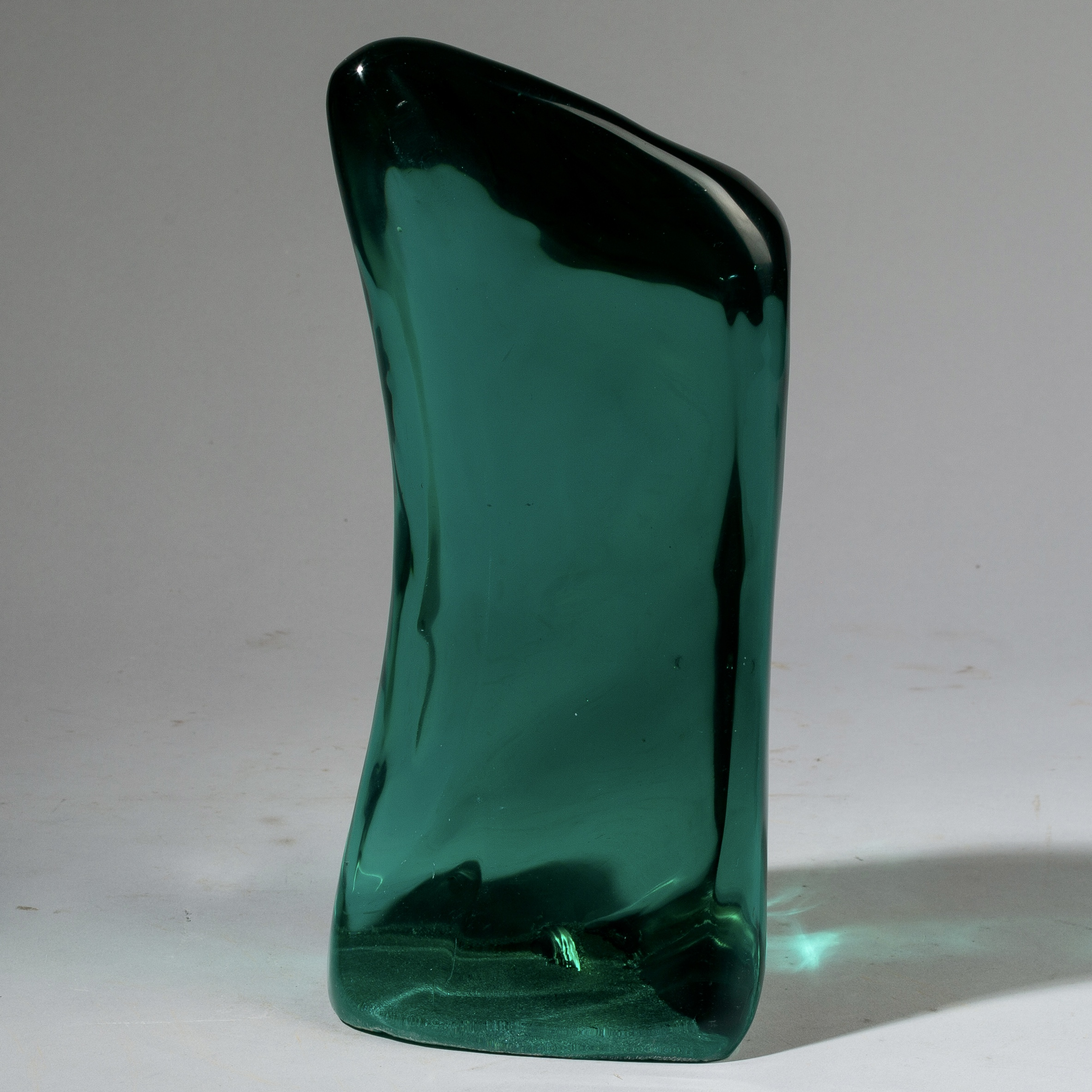 A NATURAL GLASS FORM WITH FLUID LINES, MADAGASCAR ( No 3416 )