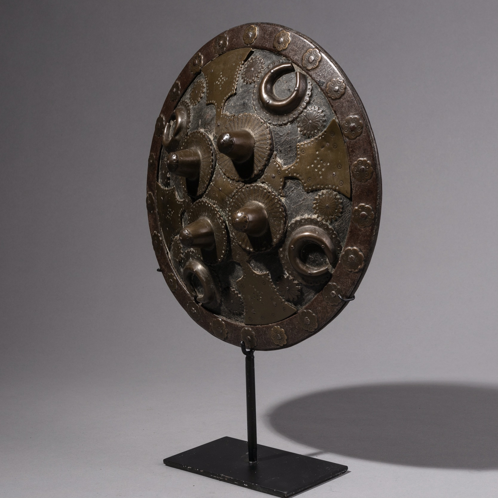 A QUALITY DETAILED MIDDLE EASTERN ANTIQUE SHIELD ( No 1248 )