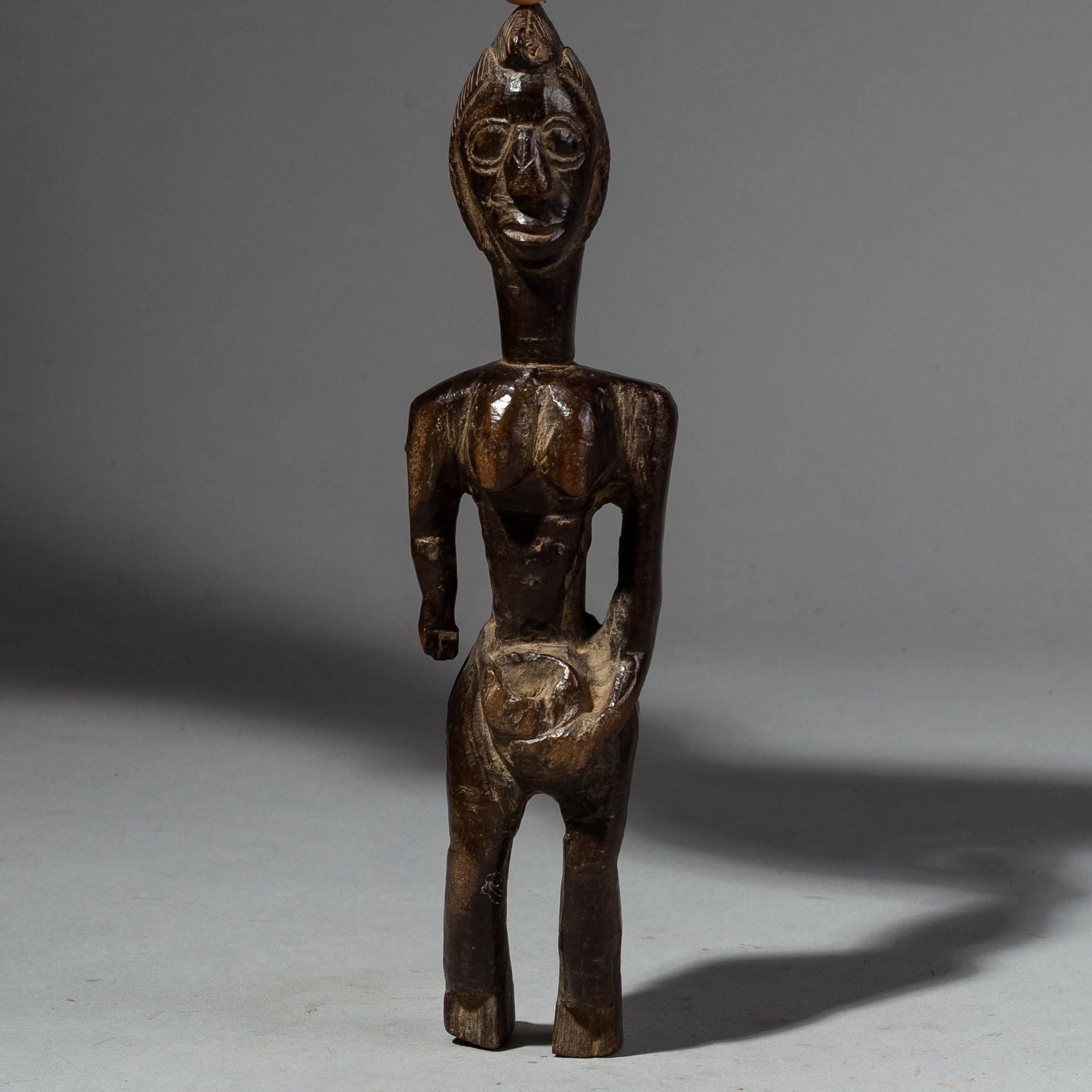A CHARMING  MOSSI STATUE FROM BURKINA FASO ( No 2094 )