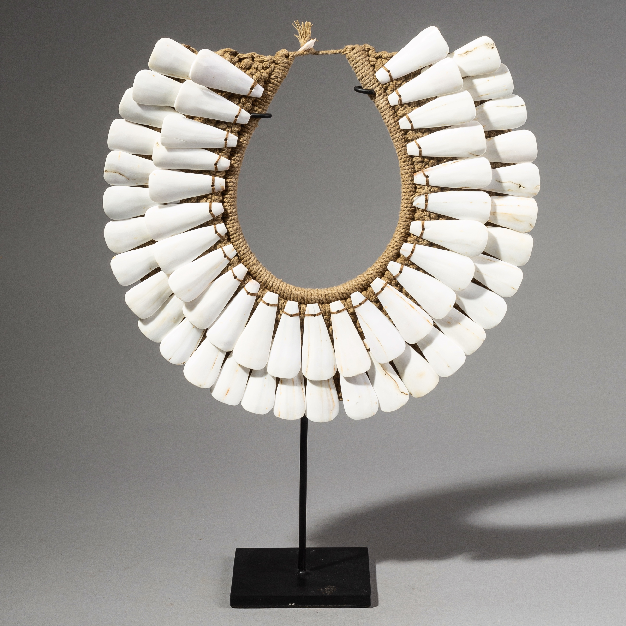 A LOVELY SHELL NECKLACE PAPUA NEW GUINEA  ( No 2700 )