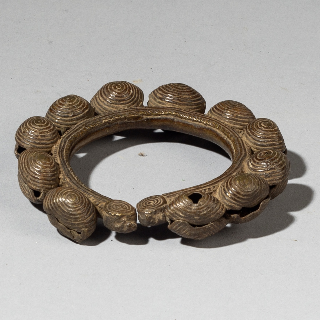 A BEAUTIFULLY FORMED  BRACELET WITH BELLS, BAULE TRIBE ( No 3137 )