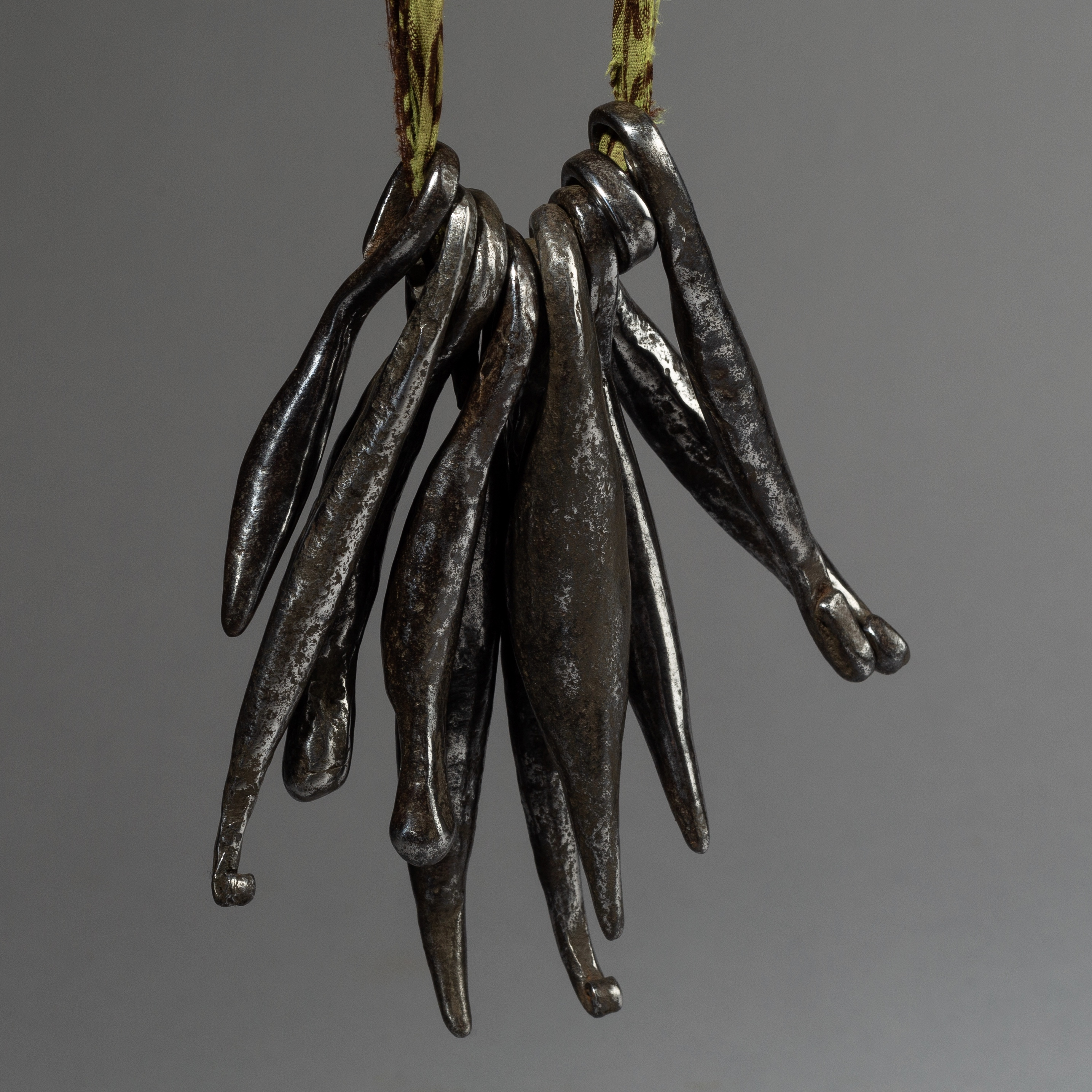 AN ORGANIC KIRDI IRON CURRENCY NECKLACE FROM CAMEROON ( No 2720 )