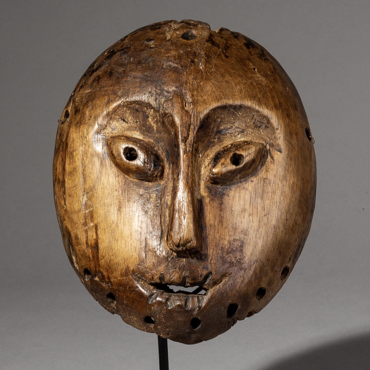 AN ANCESTOR MASK FROM THE LEGA TRIBE, CONGO ( No 2168 )