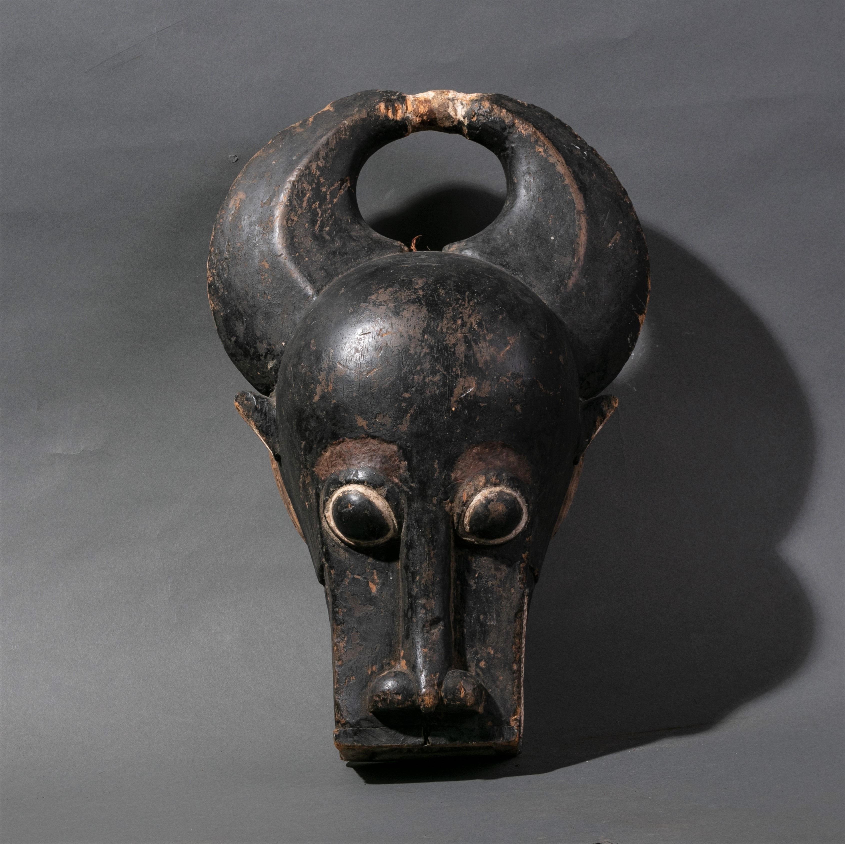A LARGE BUSHCOW  MASK FROM BAULE TRIBE IVORY COAST ( No 996 )