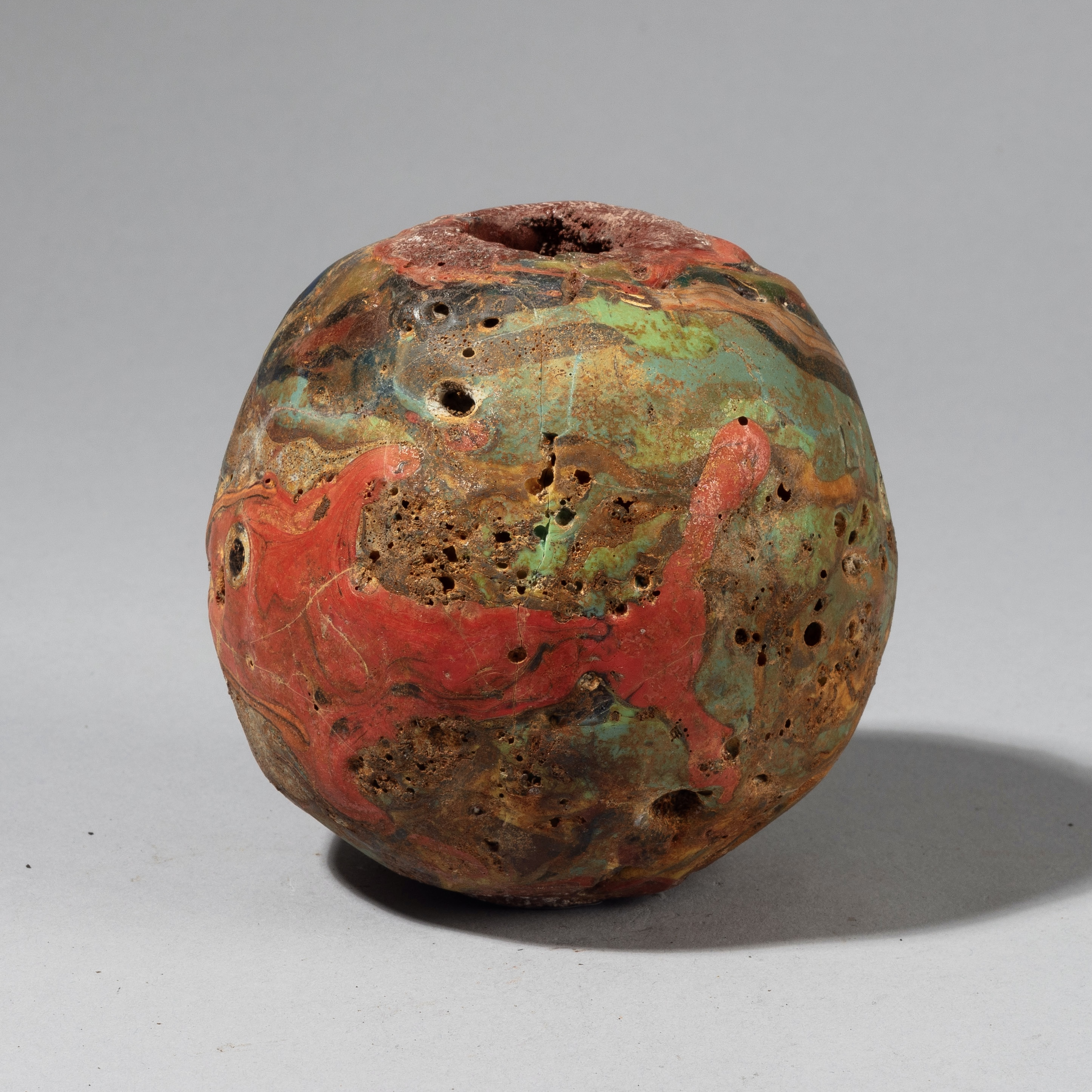A GIANT SOLID GLASS BEAD FROM JAVA WITH FISH INDONESIA ( No 4310)