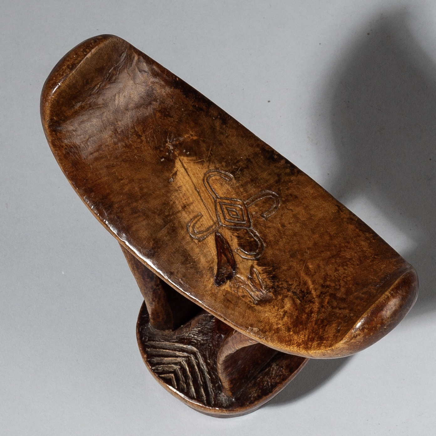 A FINE EXAMPLE OF A BONI HEADREST FROM SOMALIA ( No 2729 )