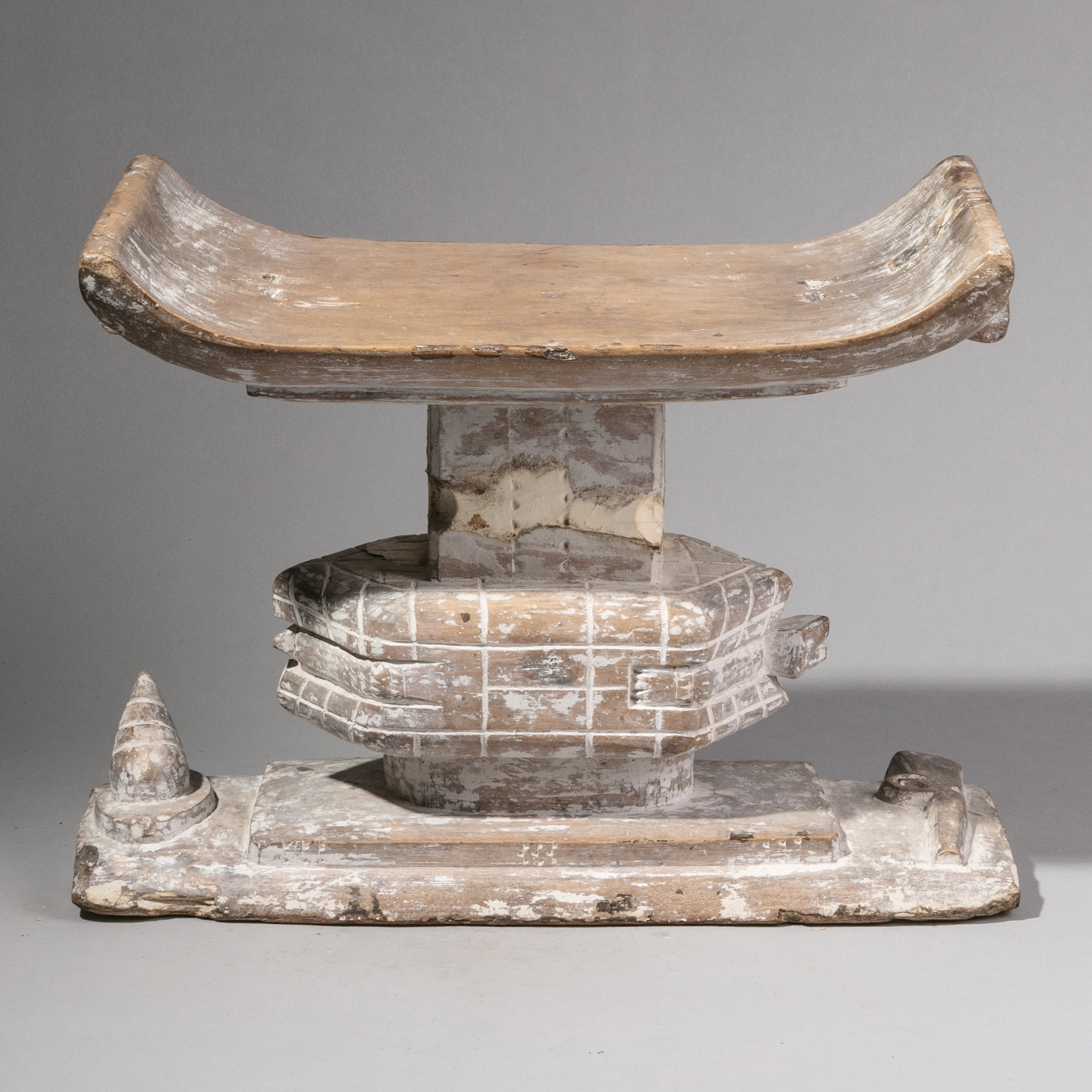 SD A LARGE FETISH STOOL WITH TURTLE + SHELL DESIGN, GHANA ( No 1242 )