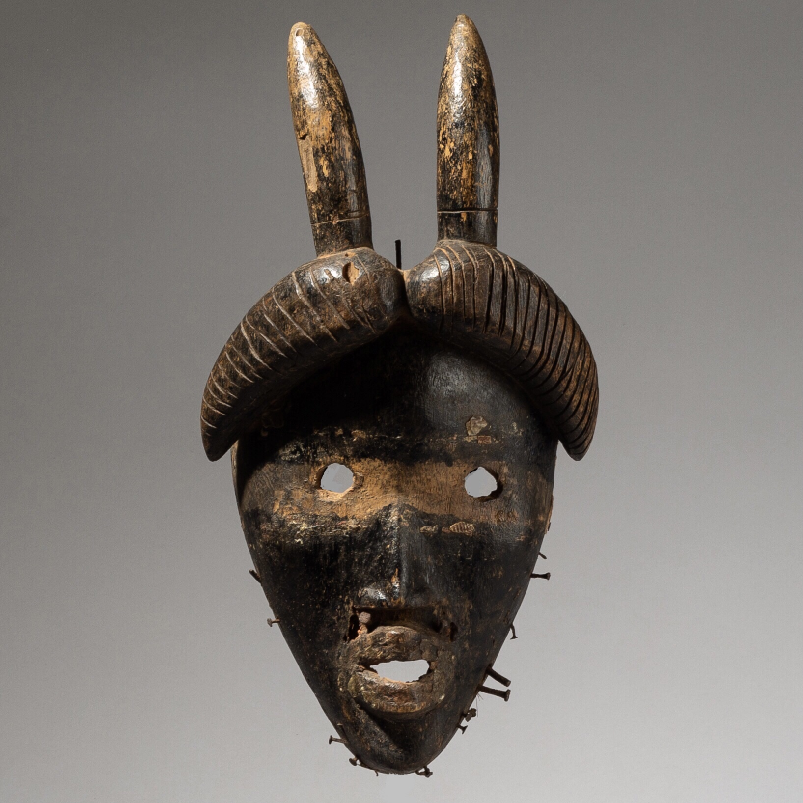 A COMPELLING DAN MASK FROM THE IVORY COAST ( No 4031)