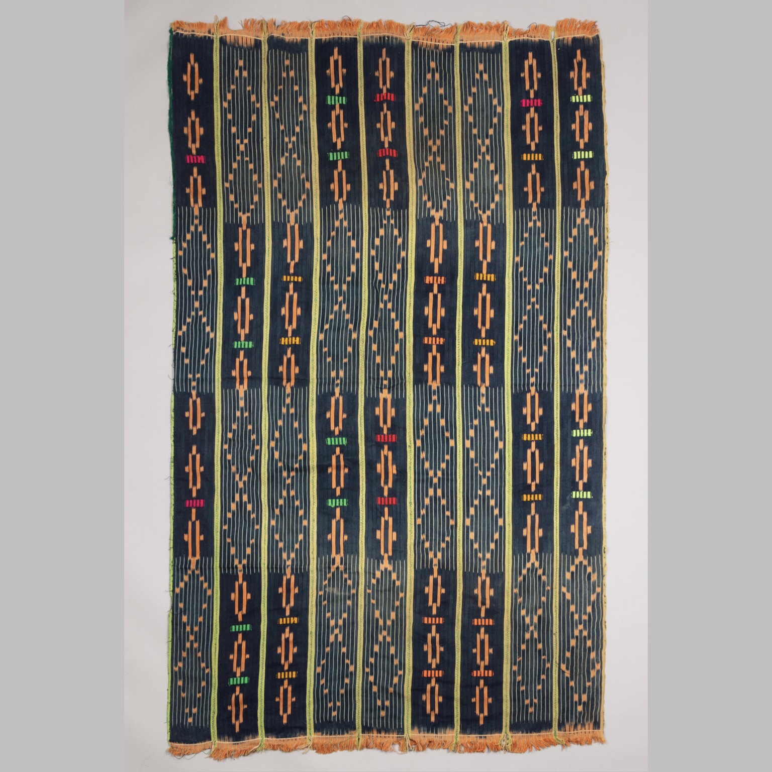 AN ATTRACTIVE WOMANS CLOTH FROM NIGERIA ( No 4267)