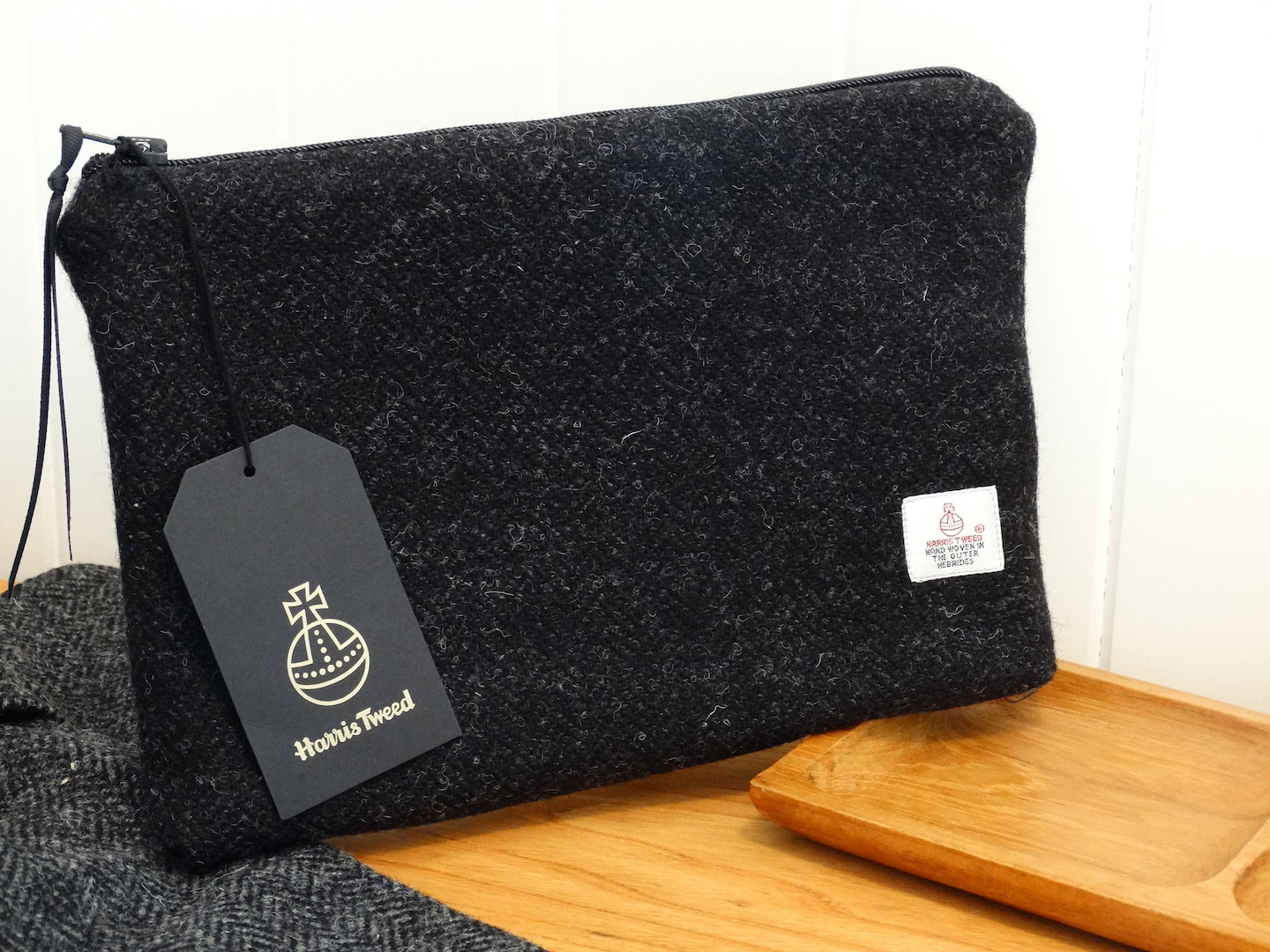 Black (Jet 01) WashBag (Medium, Flat) in 12 Herringbone HARRIS TWEED®