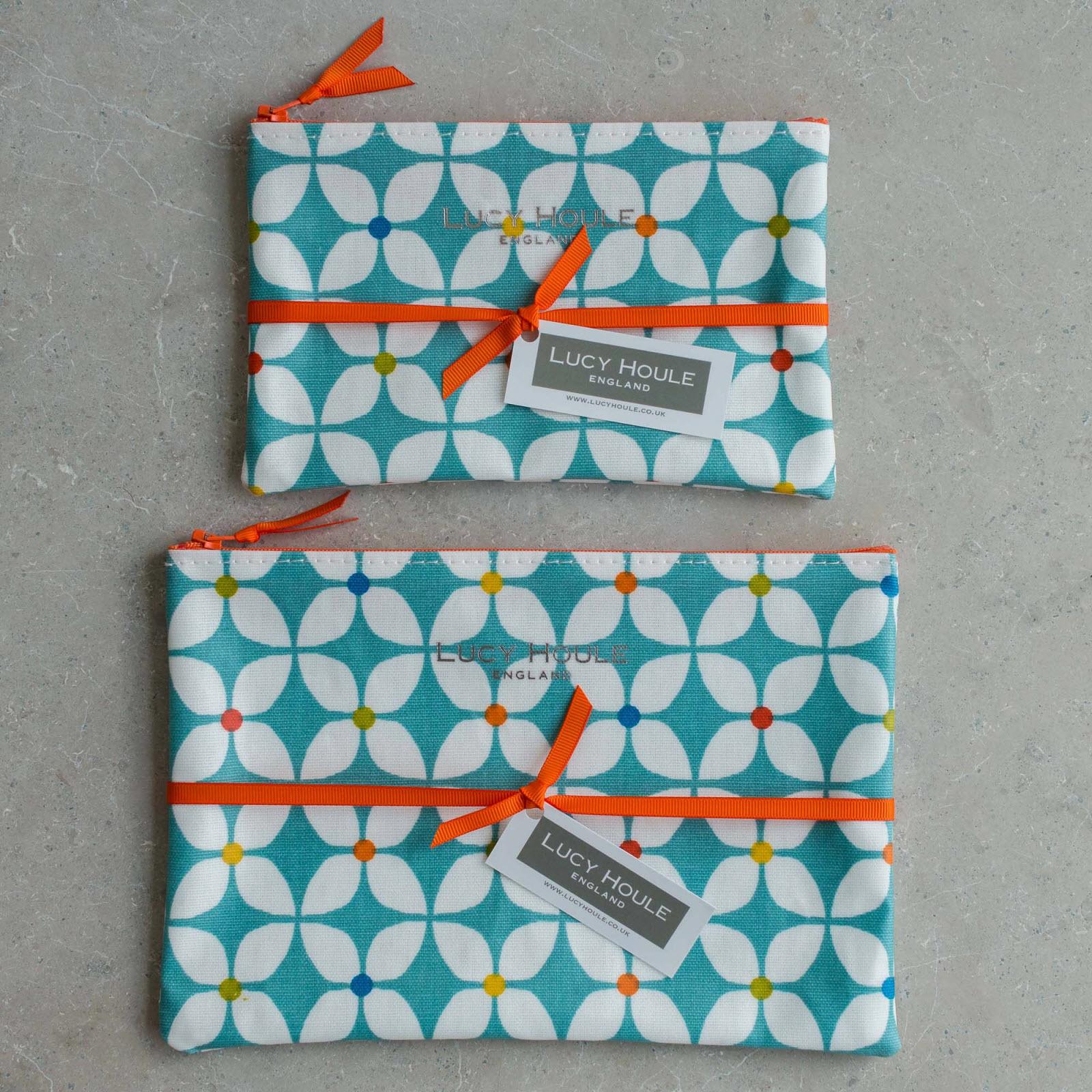 Modern Daisy Aqua Make-Up Bag & Orange Zip