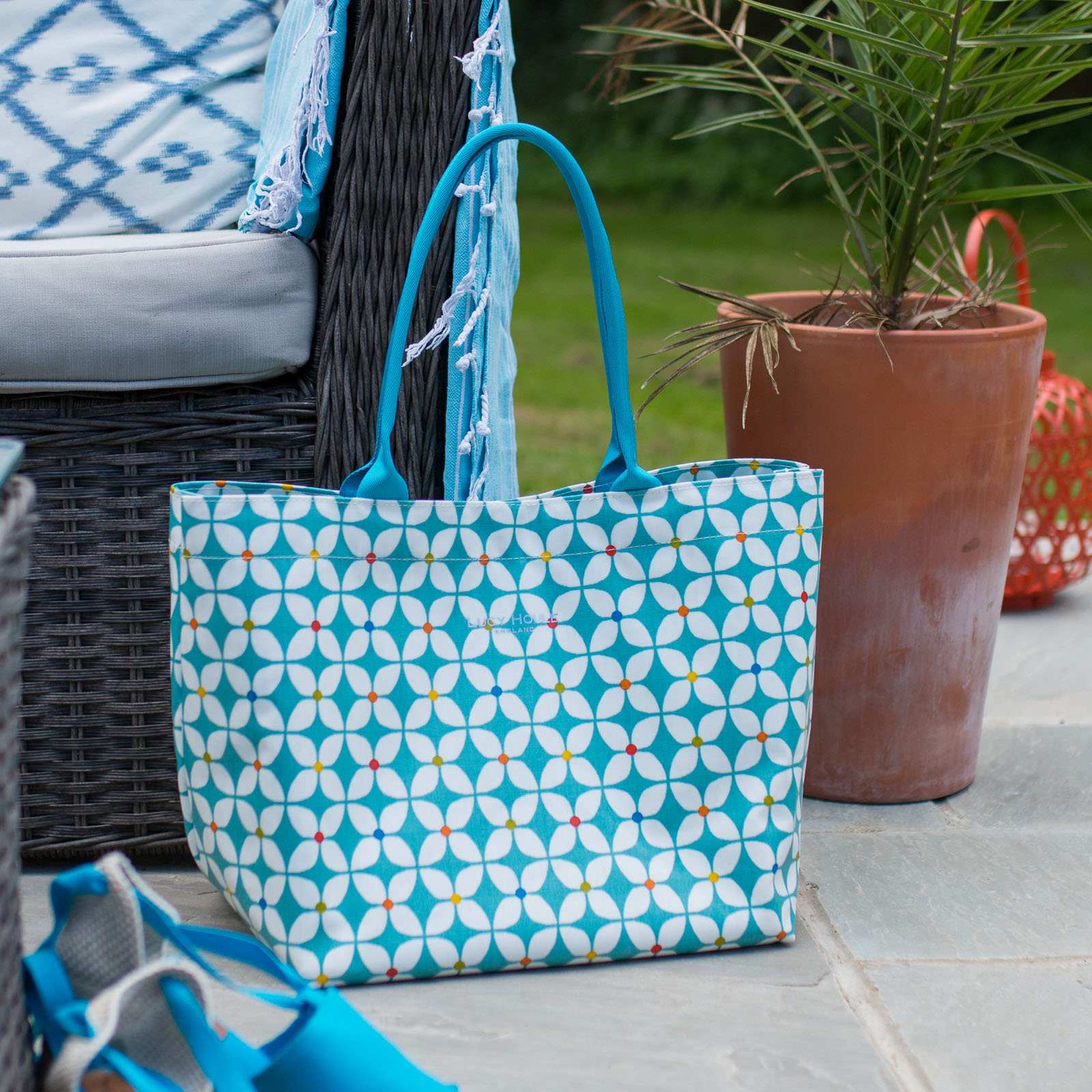 Modern Daisy Aqua Medium Tote Bag