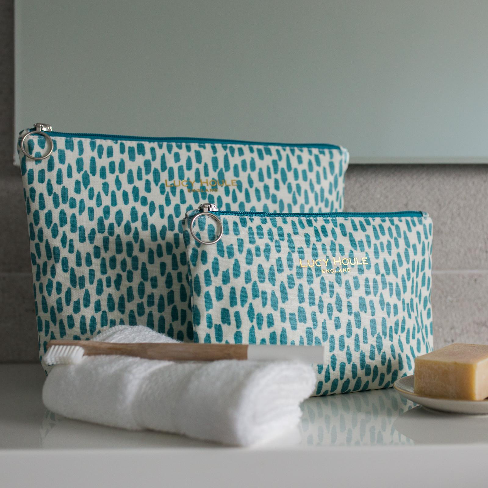 Aqua Cobblestone Wash Bag