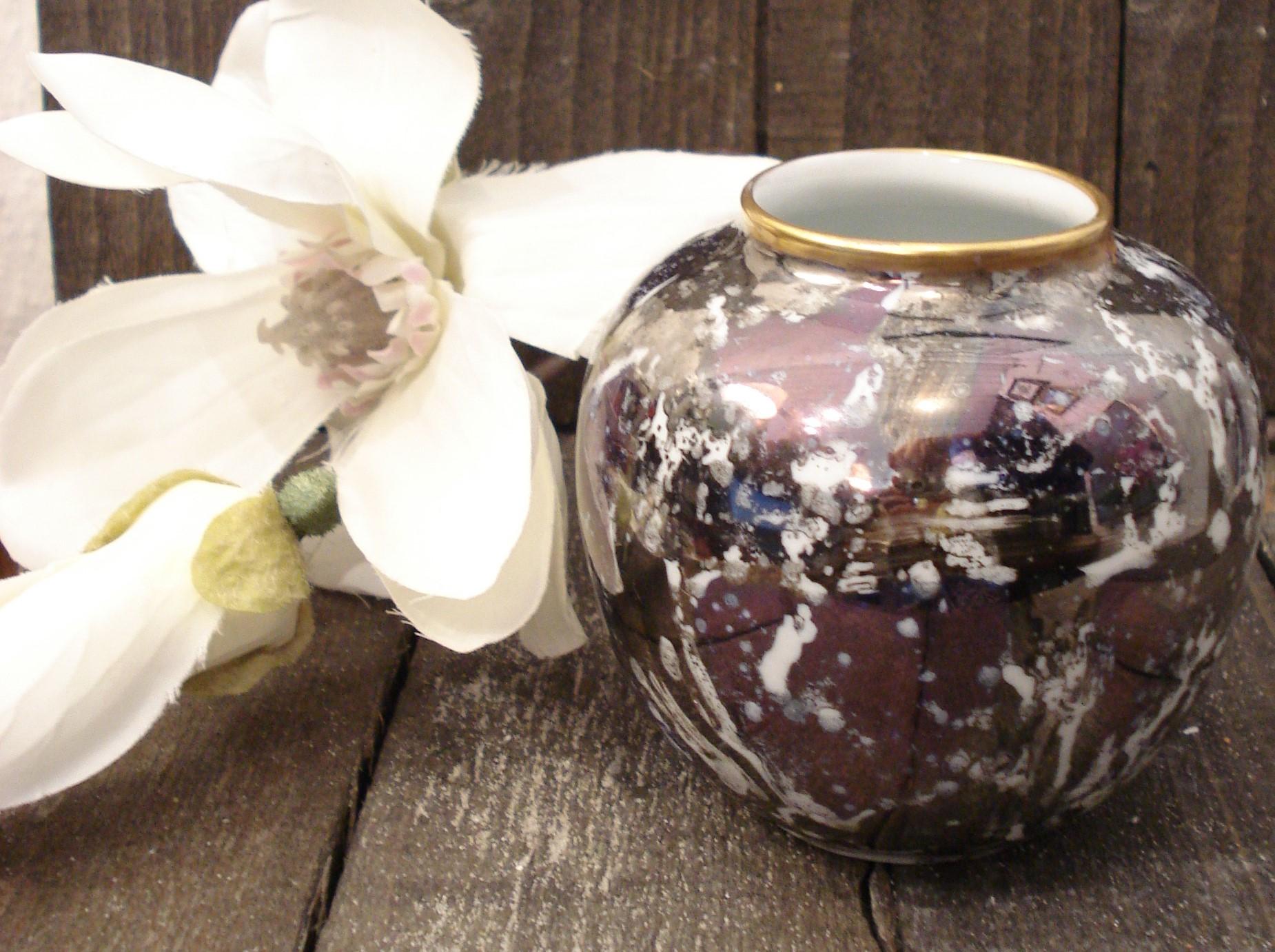 Rund porcelænsvase med lyster