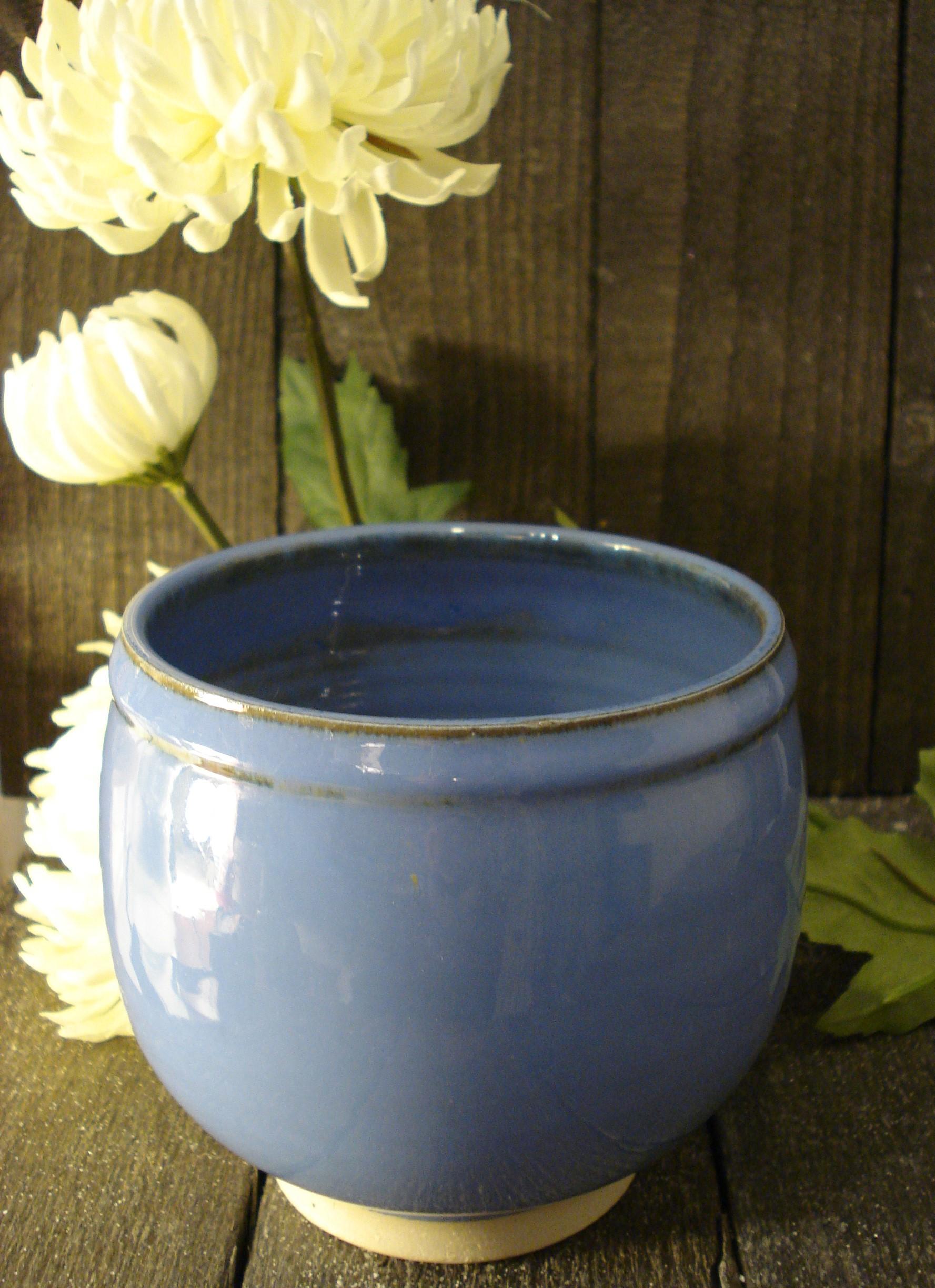 Urtepotteskjuler eller skål i blå lilla stentøj