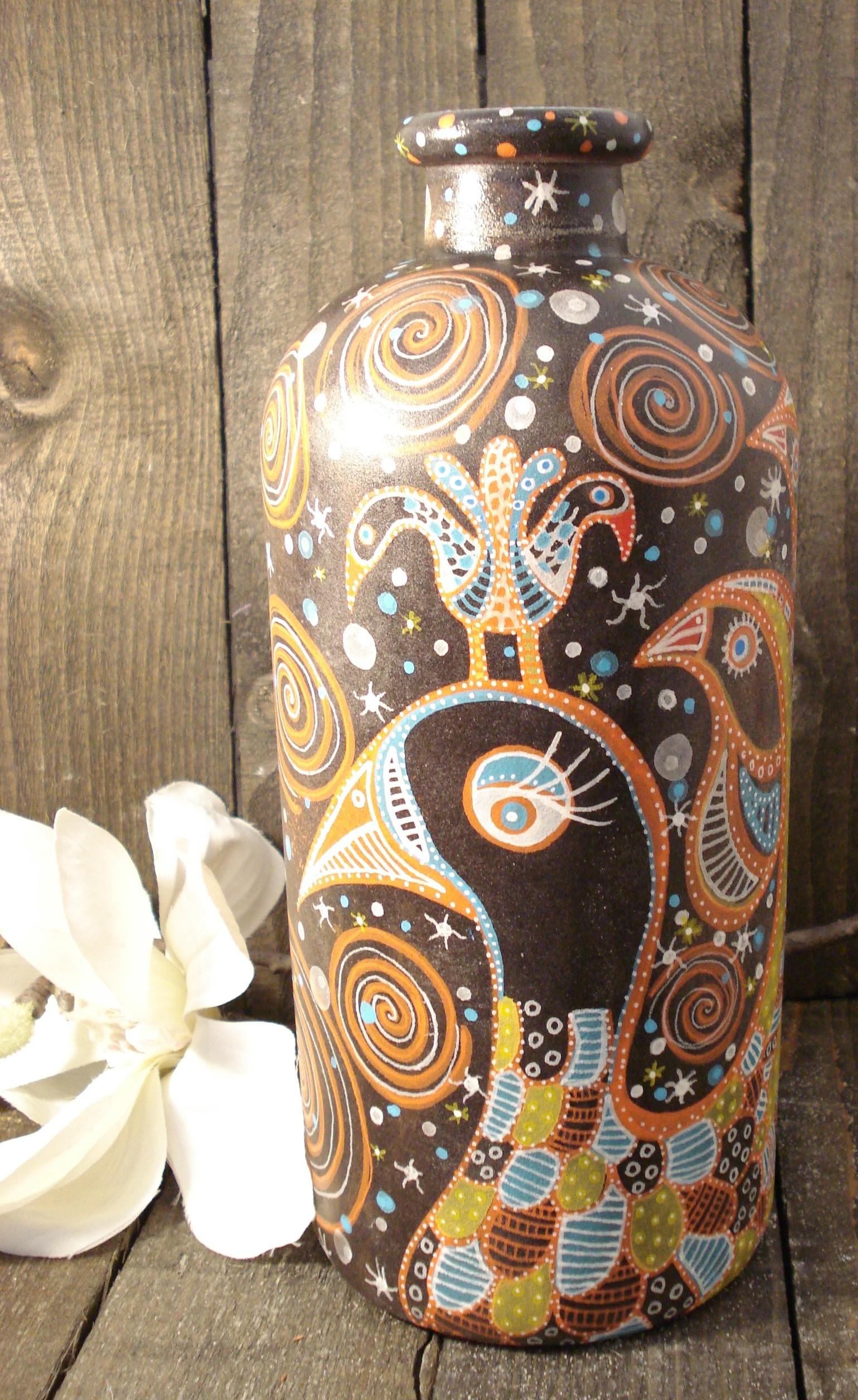 Vase med håndtegnet fugle