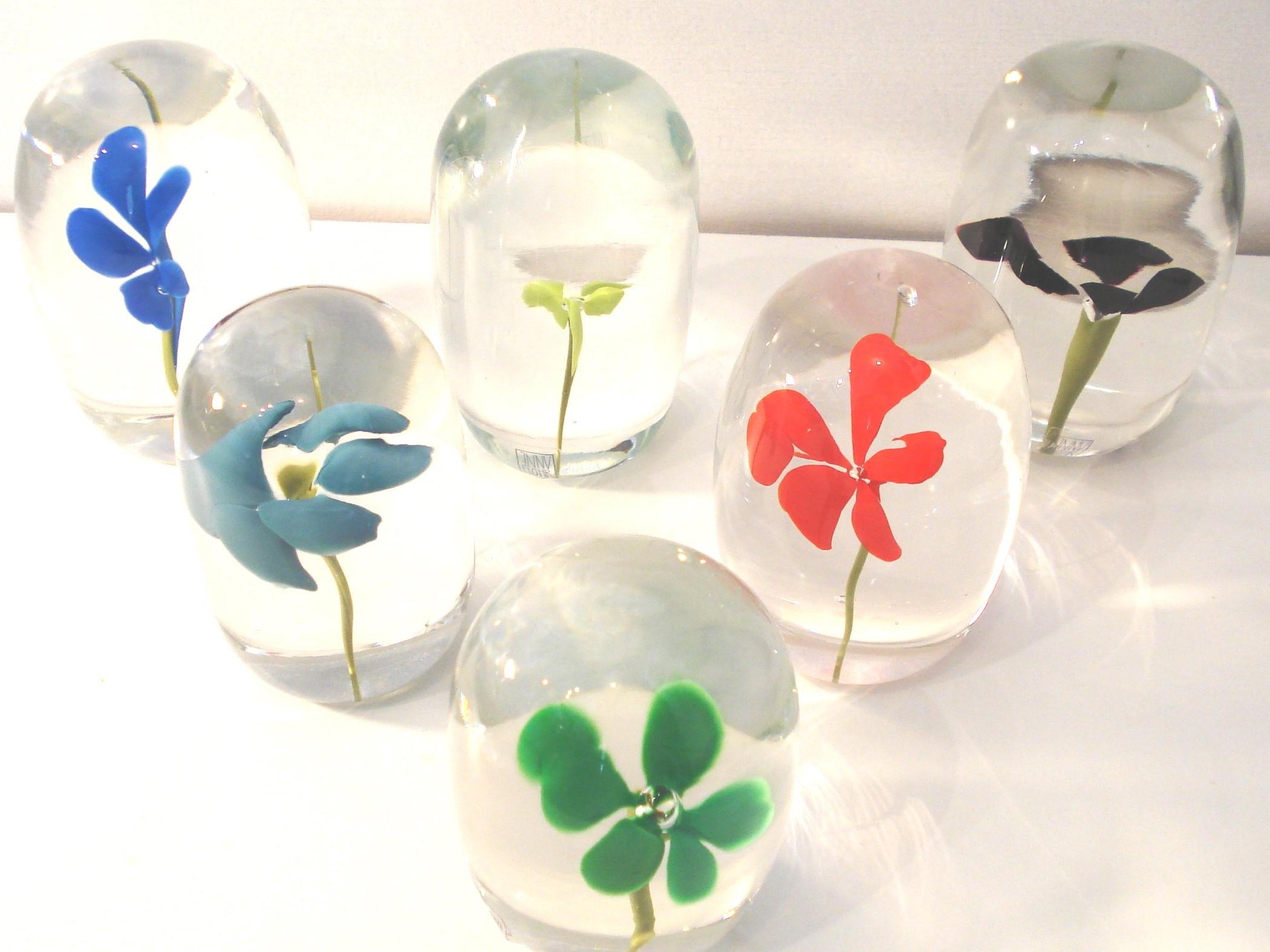 Brevpresser med blomst