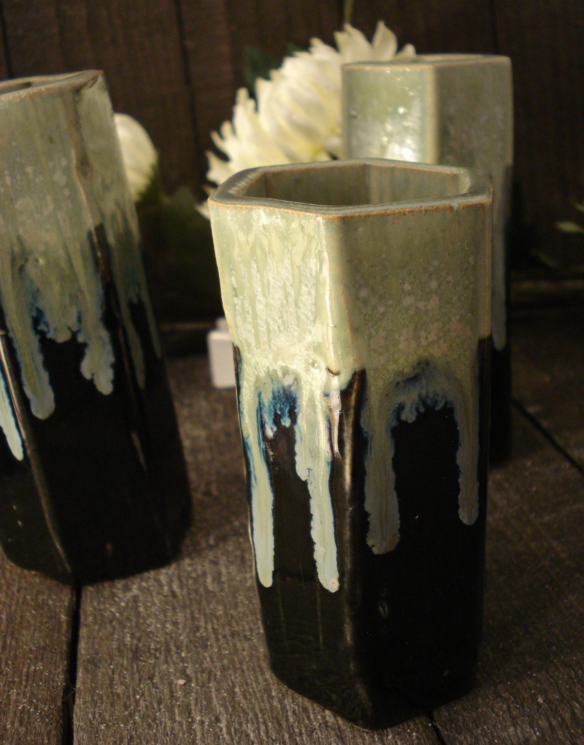 6 kantet keramik vase Sort/grøn