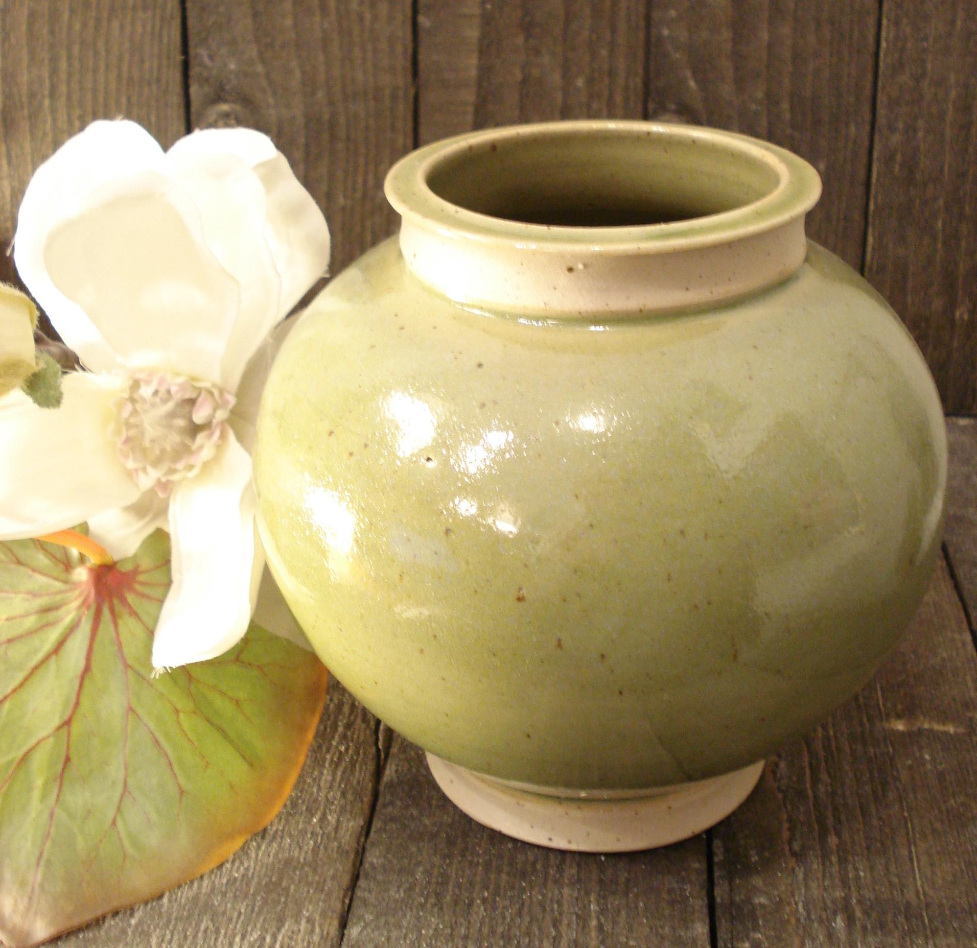 Lysegrøn rund vase fra Lars Kähler