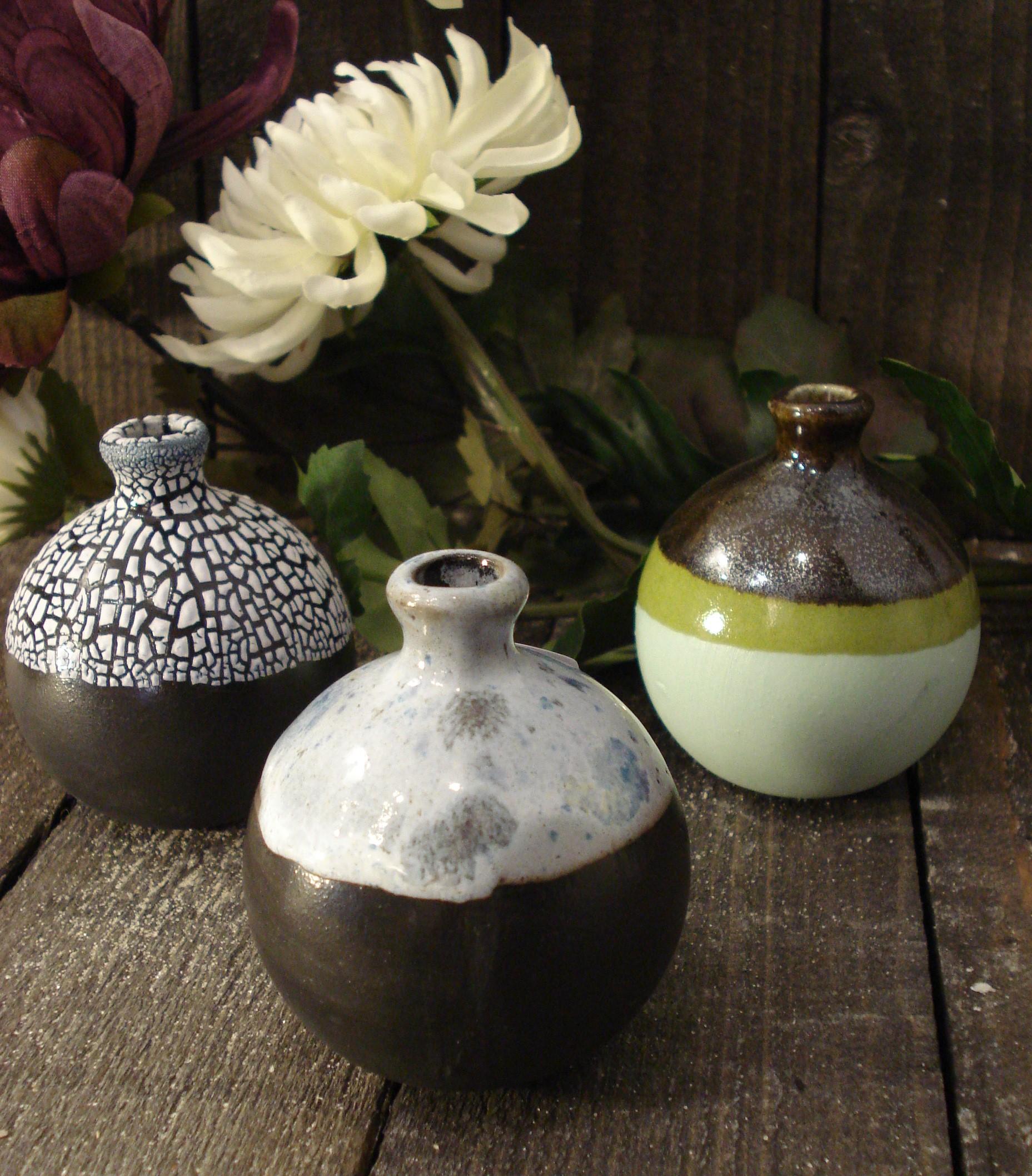 Små runde mini keramik vaser