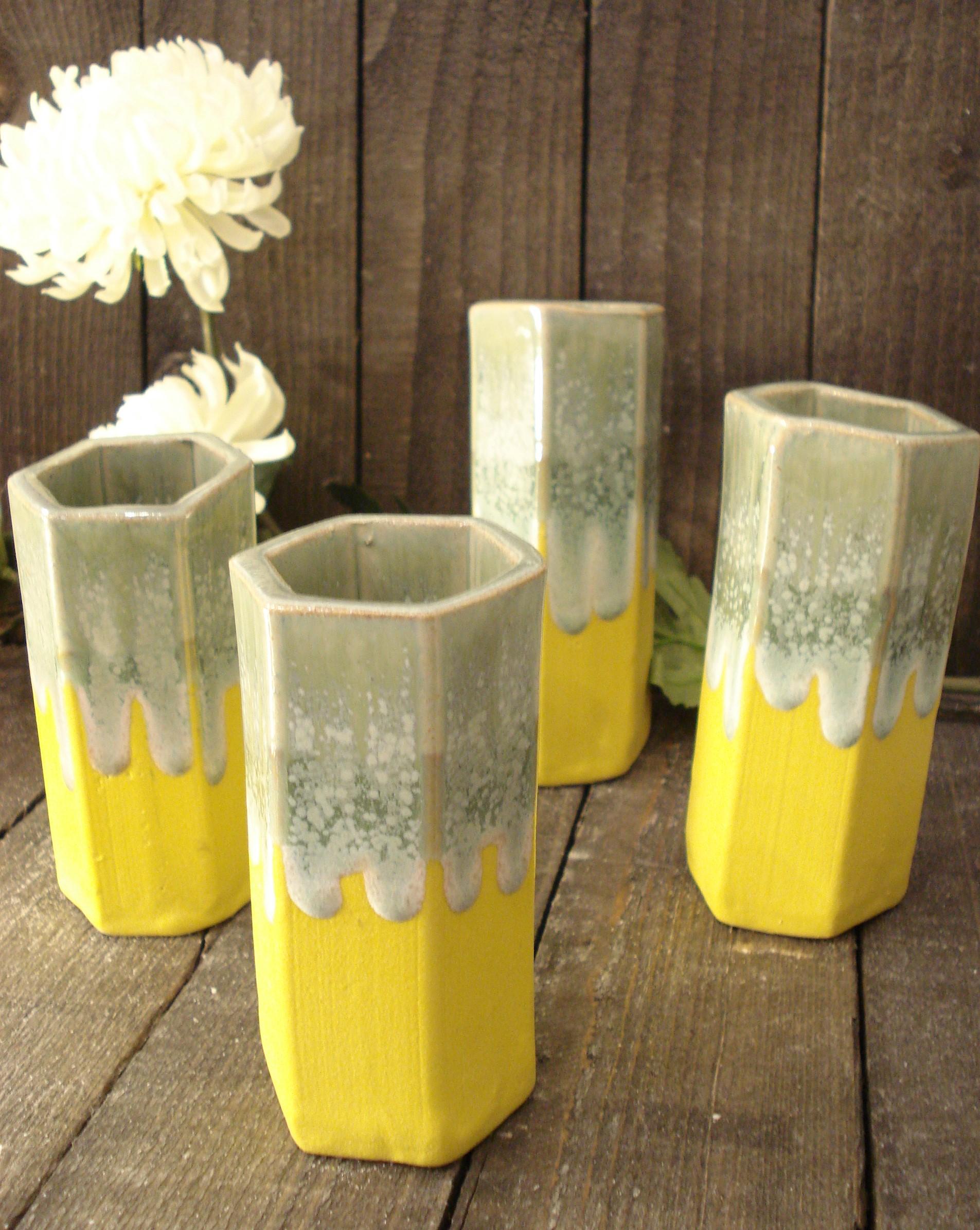 Vase 6 kantet i keramik, gul og grøn