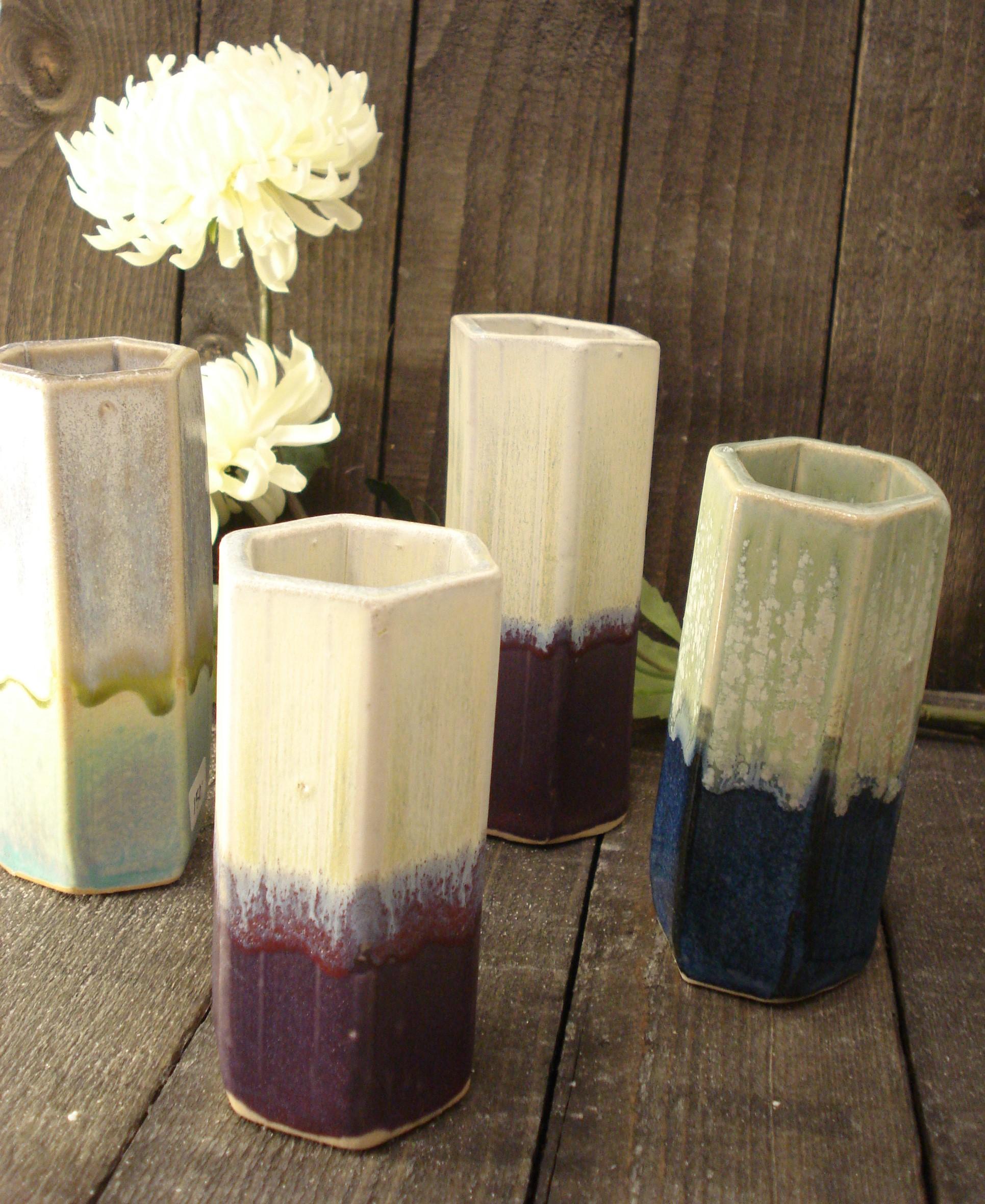 Vase 6 kantet i keramik, Lilla og blå