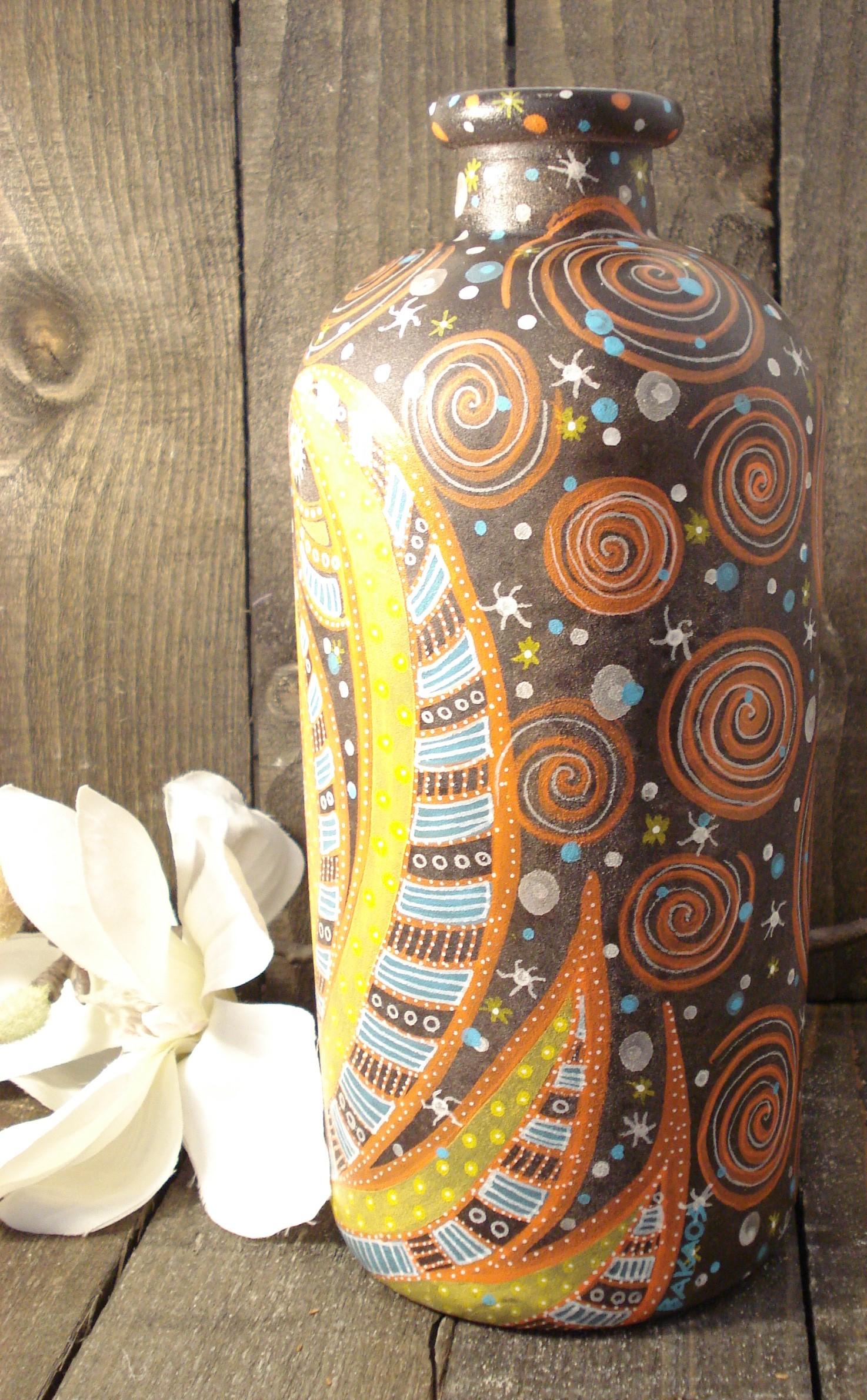 Vase håndtegnet af Bakaos