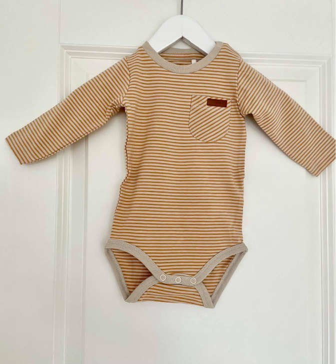 Name it Baby Randig Body i Ekologisk Bomull Gul