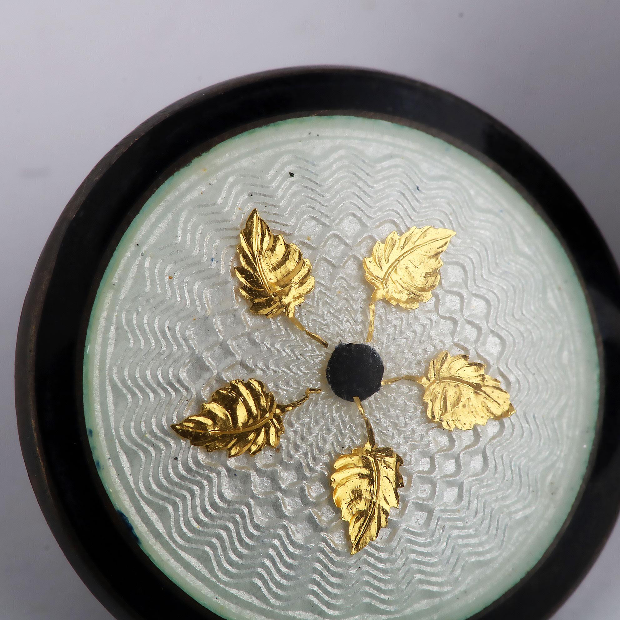 Erling Grønneberg, samling knapper, sølv, emalje