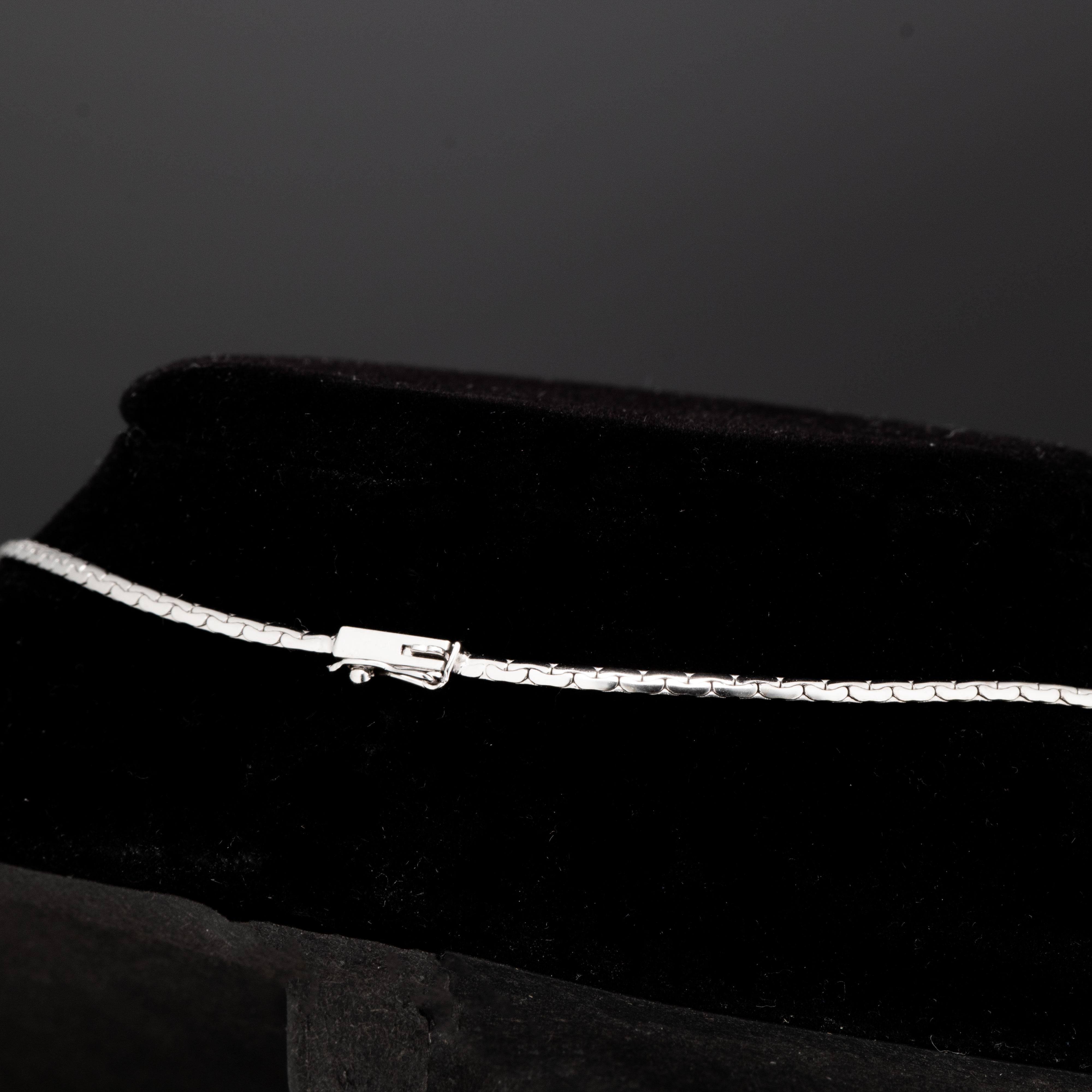Halssmykke, hvitt gull, diamanter (0,27 ct.)
