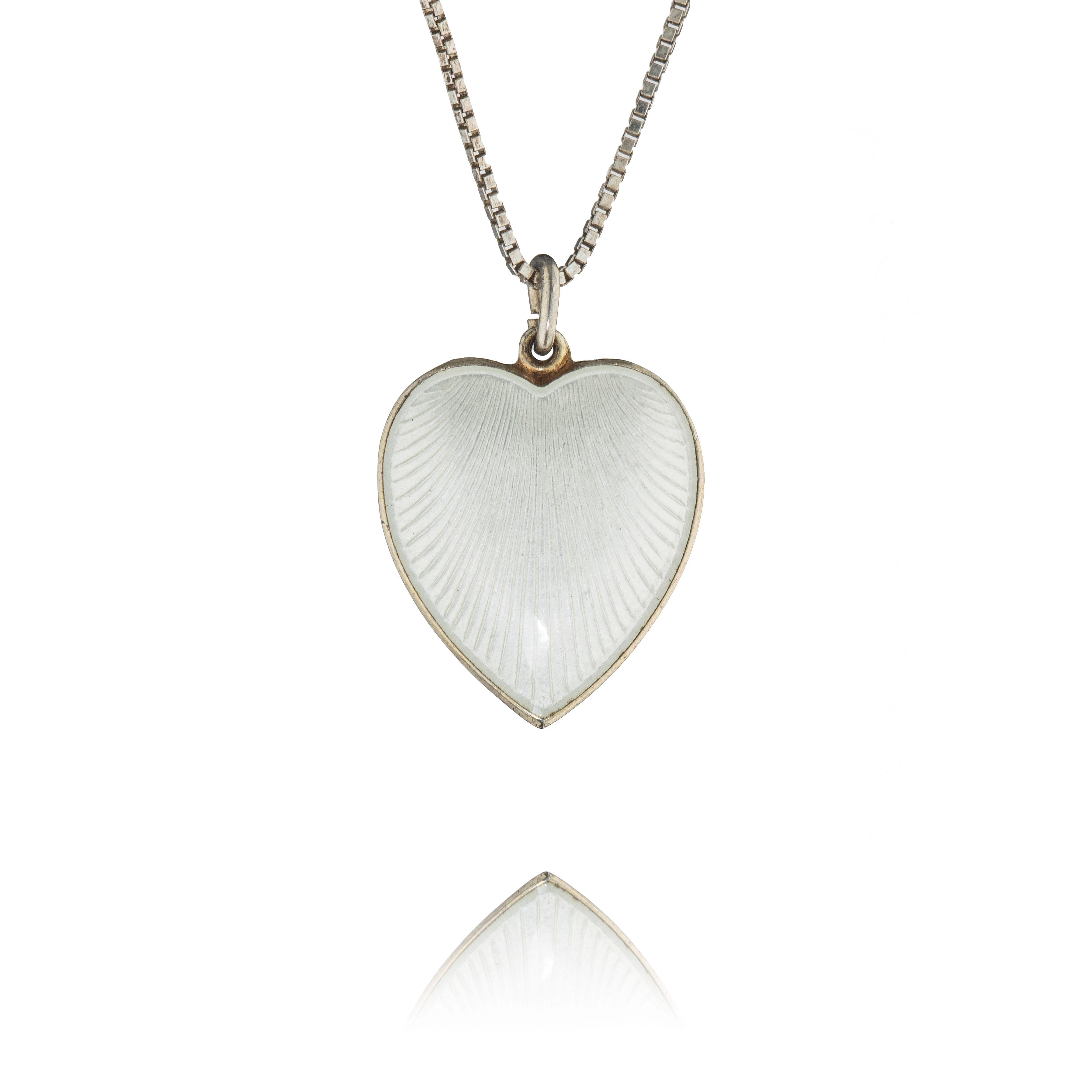 Aksel Holmsen hjerteanheng, sterling sølv, dobbeltsidig emalje